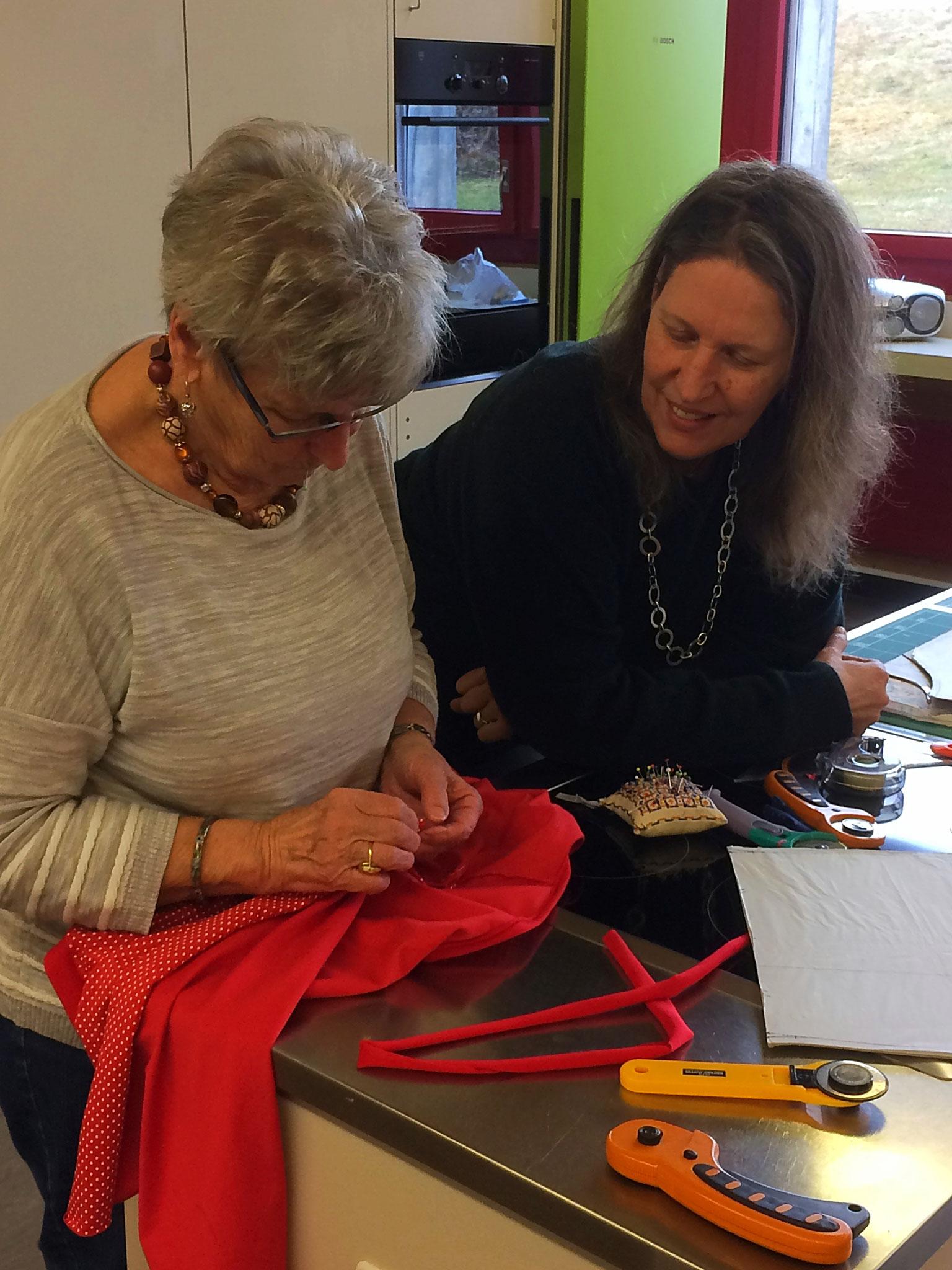 T-Shirt Kurs: jede Kursteilnehmerin erhält fachkundige Unterstützung von Lela Stark ( Kursleiterin )