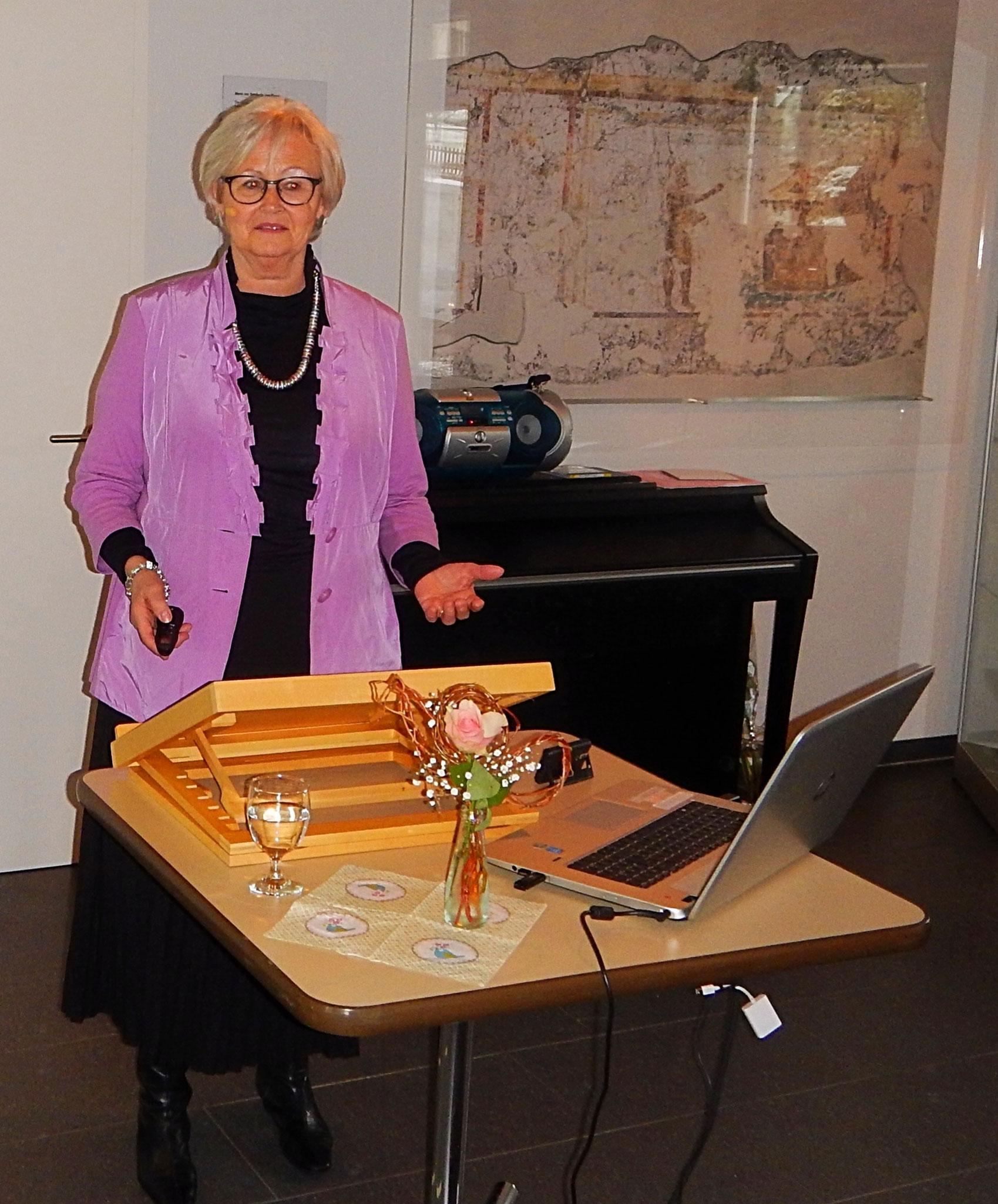 Frauenzmorge: die Referentin Frau Lotti Schum