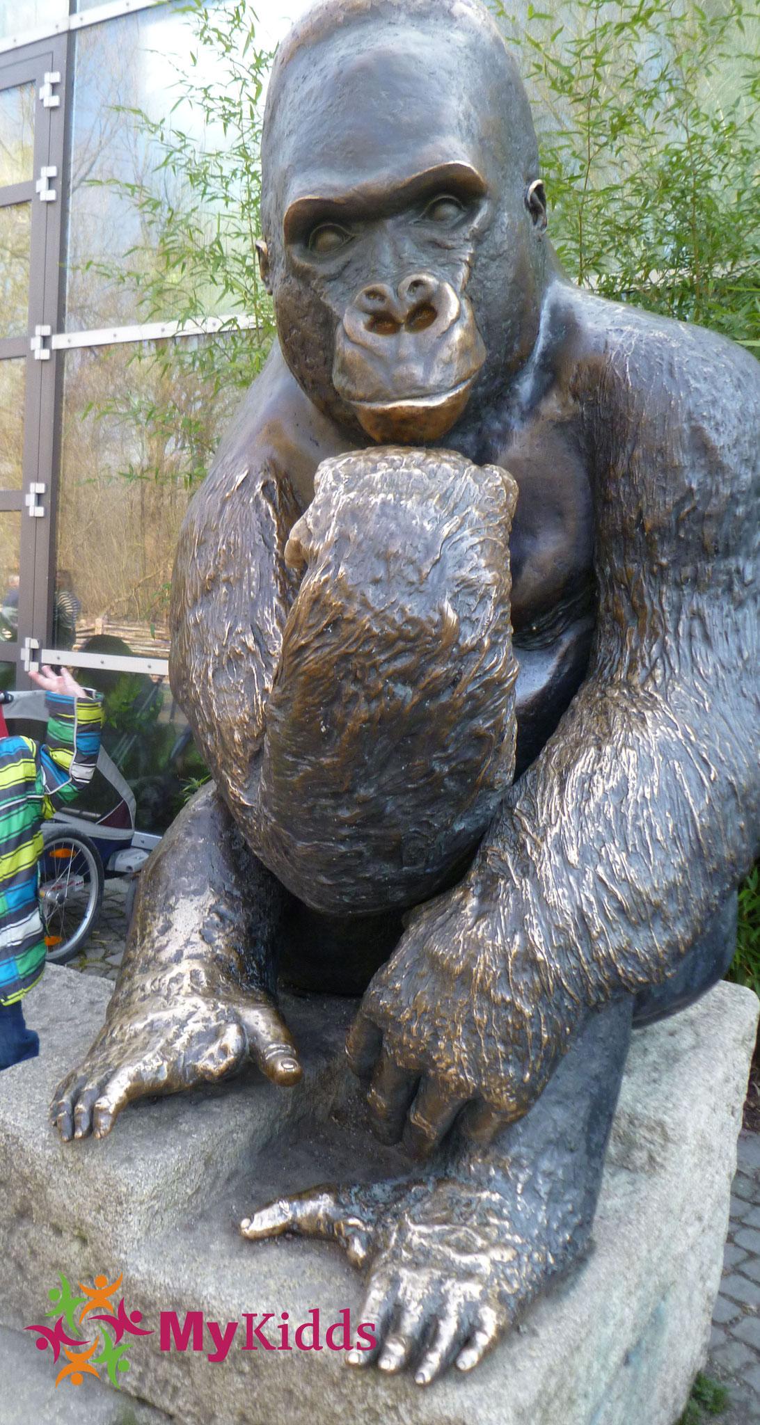 Gorilla aus Bronze