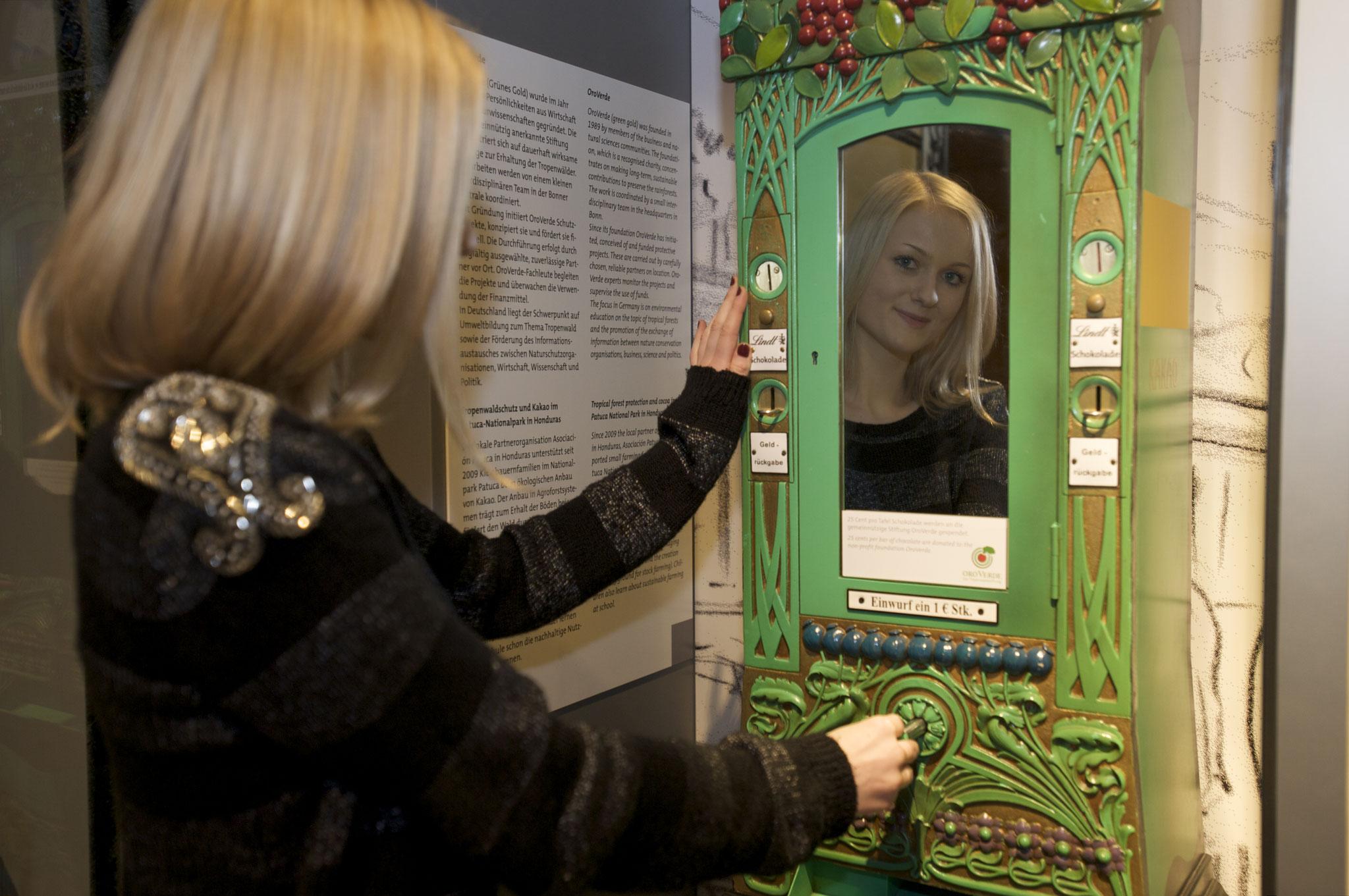 Kulturgeschichte - Ein alter Schokoladenautomat, © Schokoladenmuseum Köln