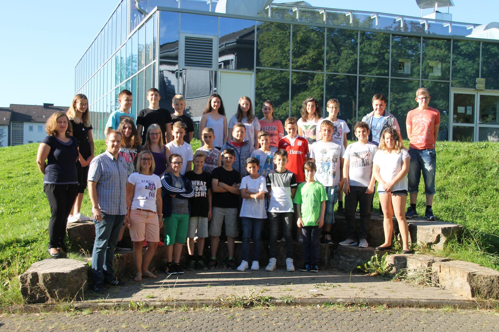 Klasse 7b: Klassenlehrer Frau Busch und Herr Womelsdorf