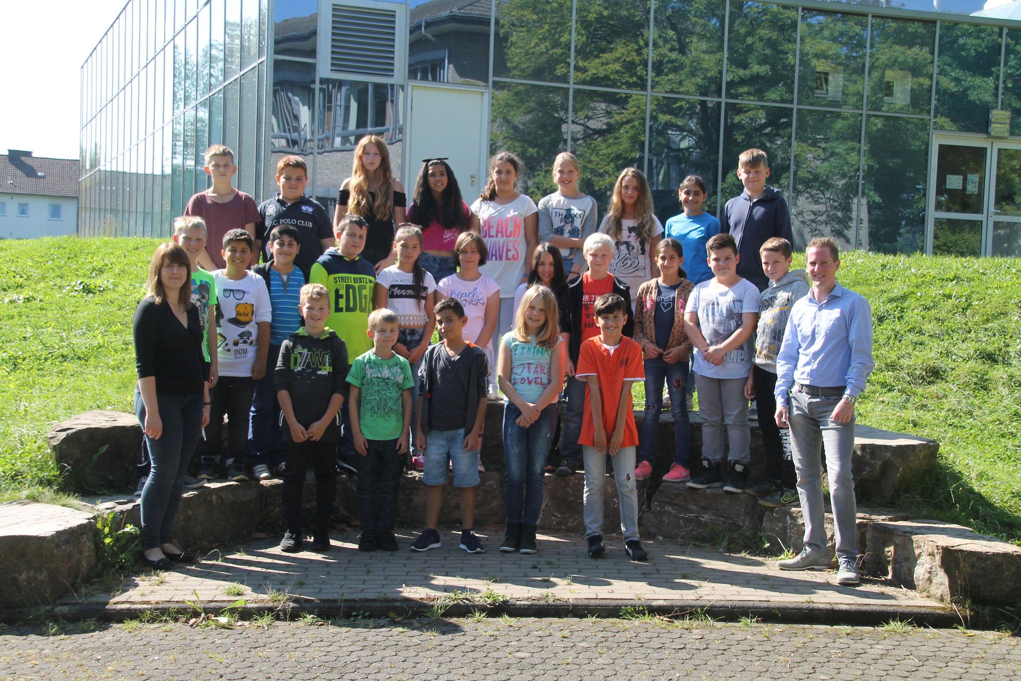 Klasse 5a: Klassenlehrer Frau Schulte und Herr Reucker