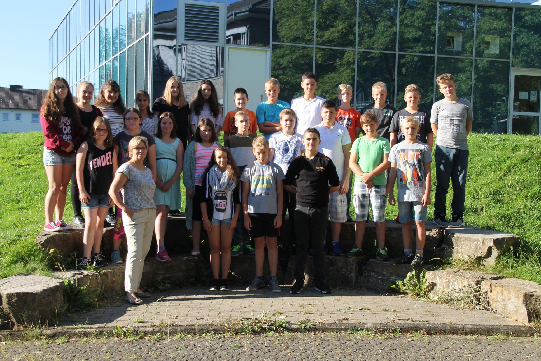 Klasse 7d: Klassenlehrer Frau Hochstein und Herr Drepper