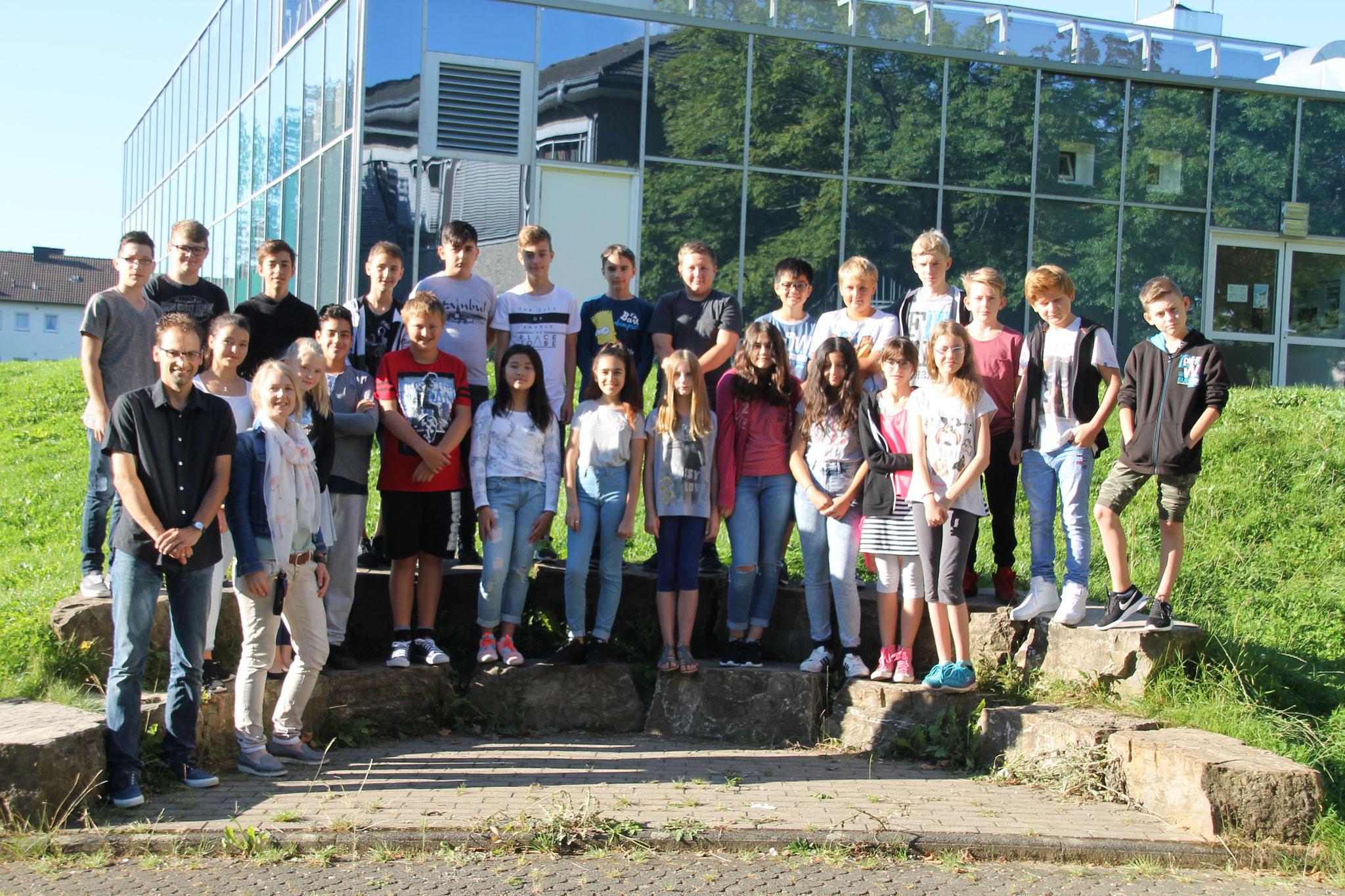 Klasse 7a: Klassenlehrer Frau Saße und Herr Arns