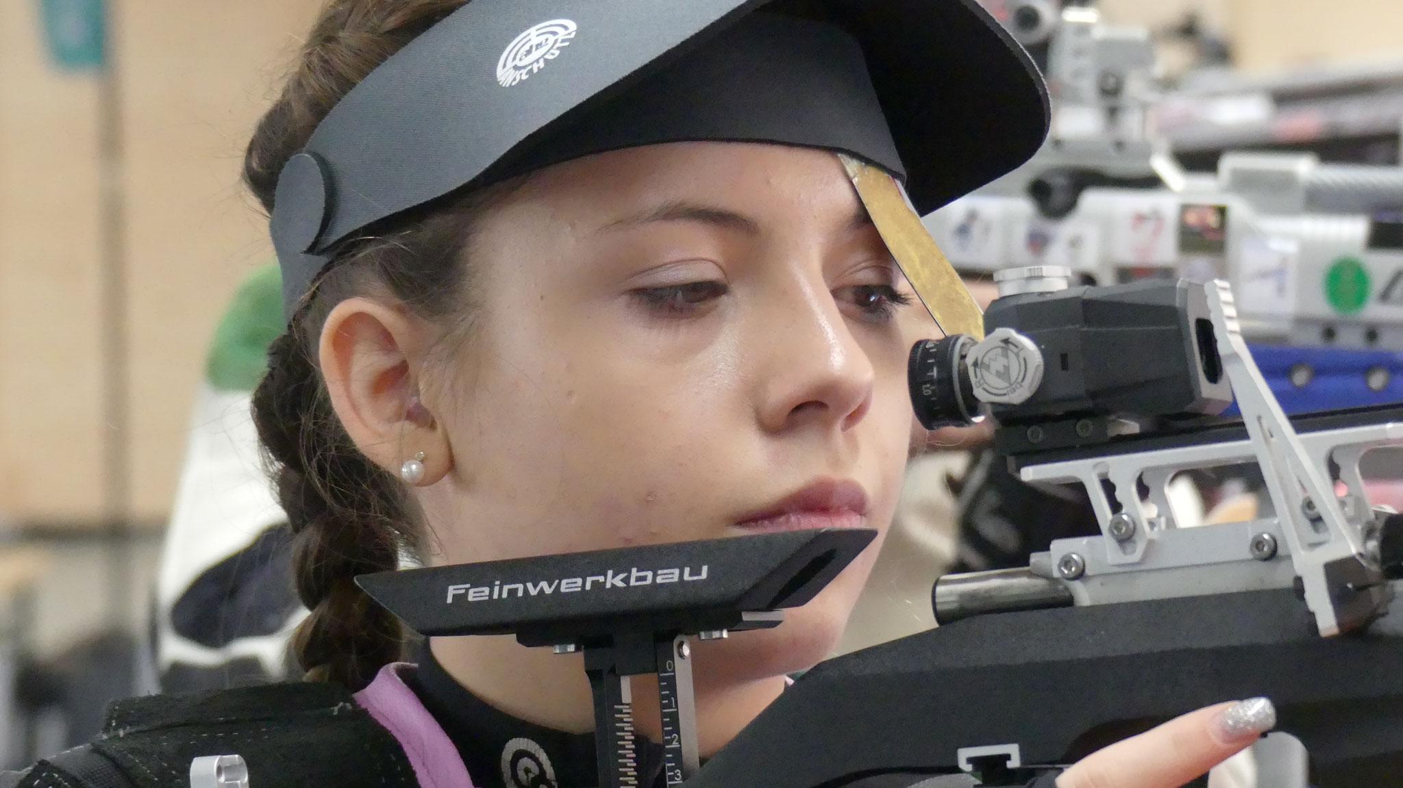 Die erst 17jährige Lana Wurster schoss bei ihrem Debüt in der 1. Liga 394 Ringe und unterlag in ihrem Match mit dem letzten Schuss nur knapp.