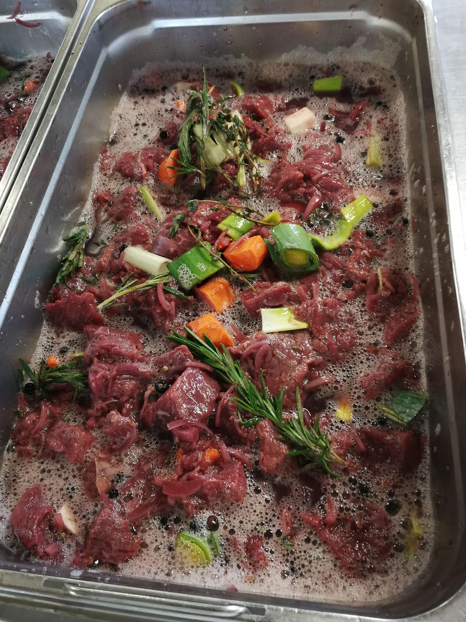 Fleisch welches ca. 7 Tage gebeizt wird für die Weiterverarbeitung
