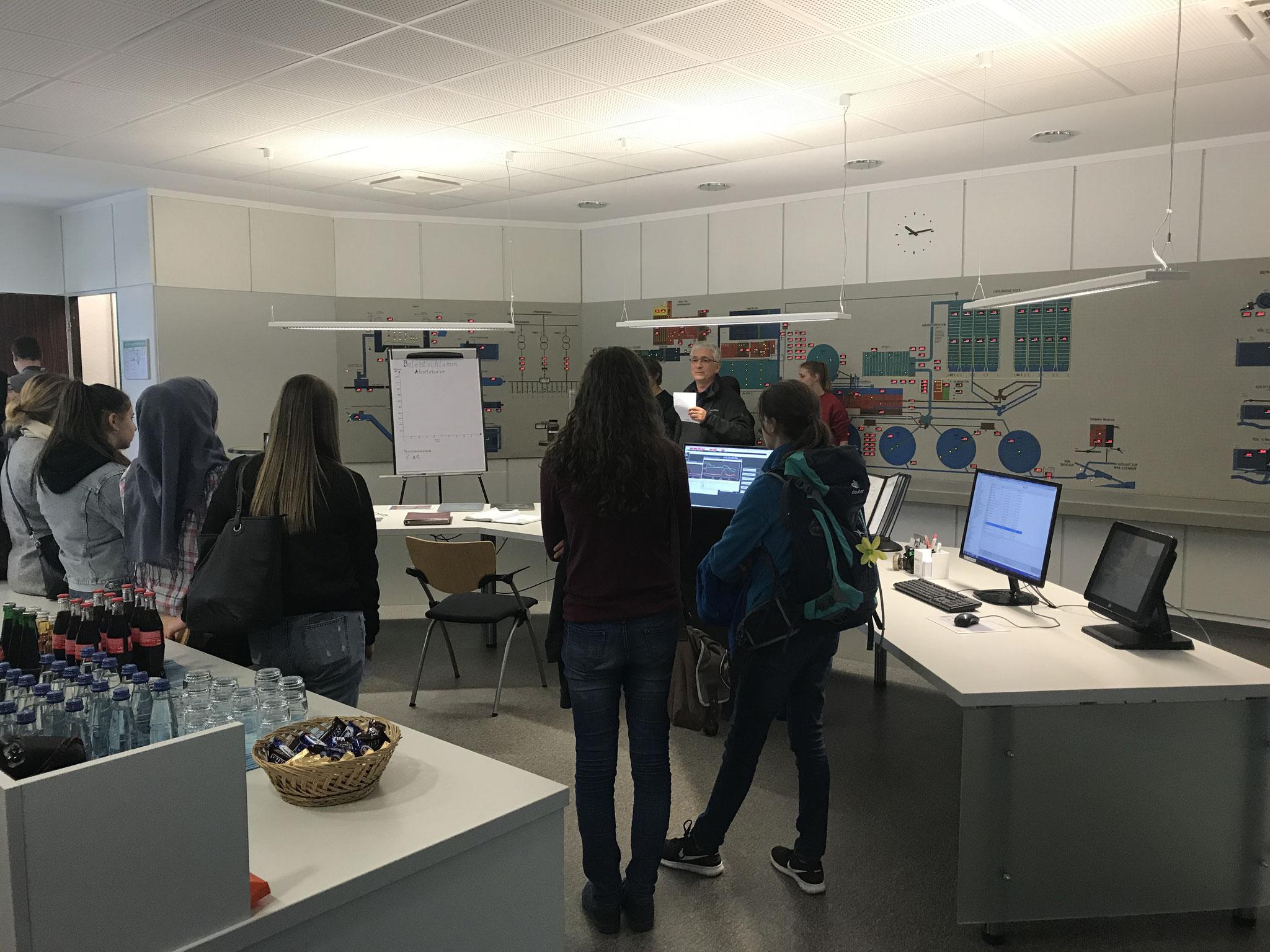 Die Klasse 10 der Brötzinger Schule besucht das Klärwerk Pforzheim