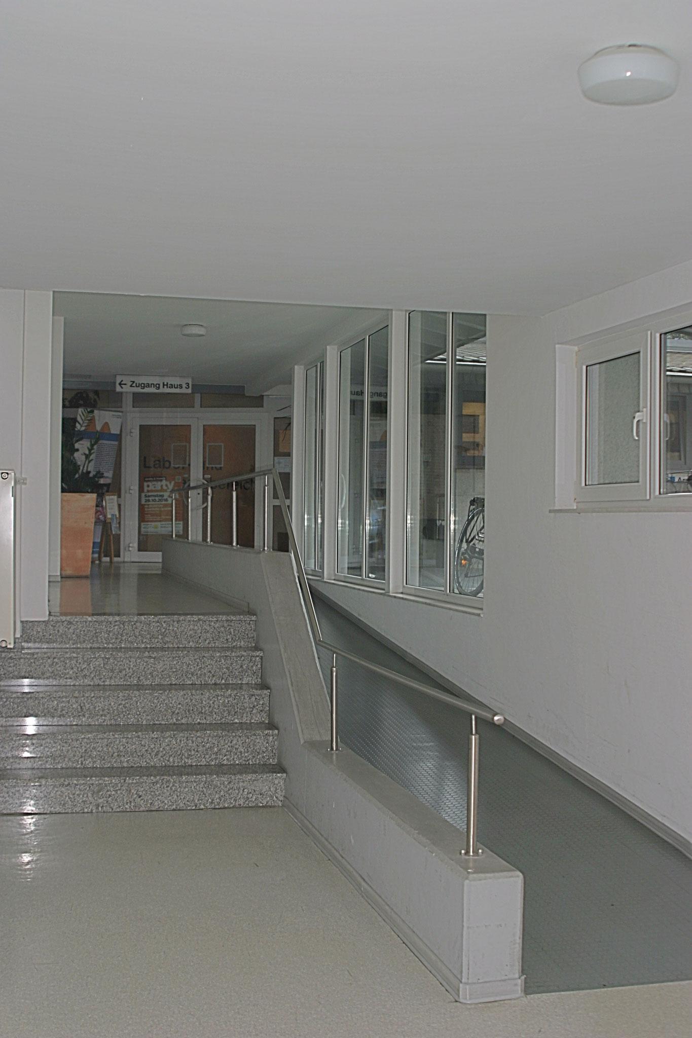 Verbindungsflur zwischen Haus 1 und 2