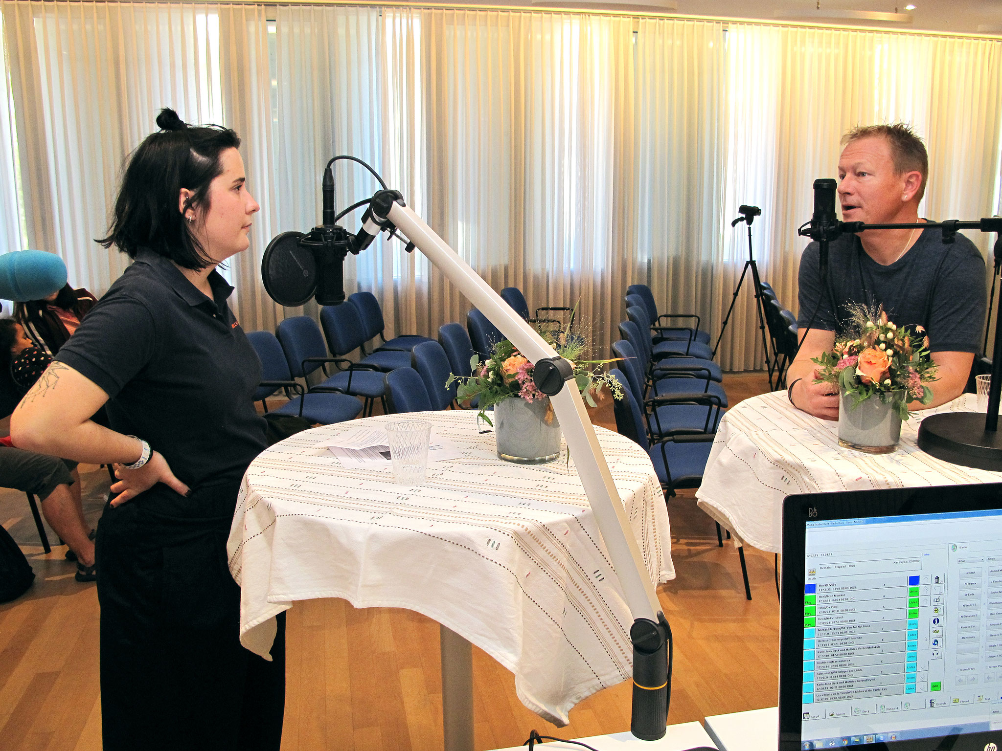 Henä im Gespräch mit Moderatorin Céline