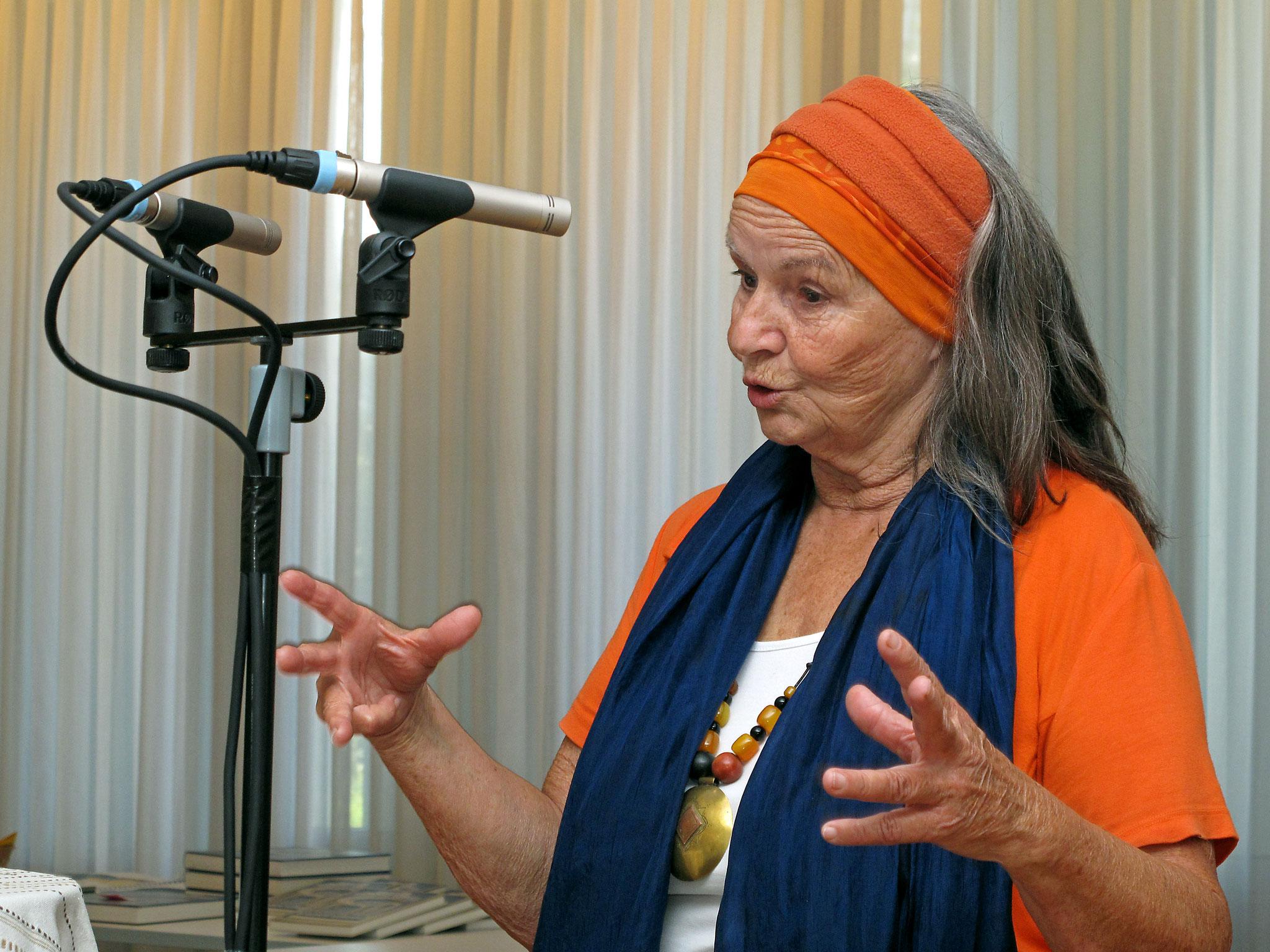 Frau Simone Peyer erzählt Weisheitsgeschichten - interessante Lebenshilfen