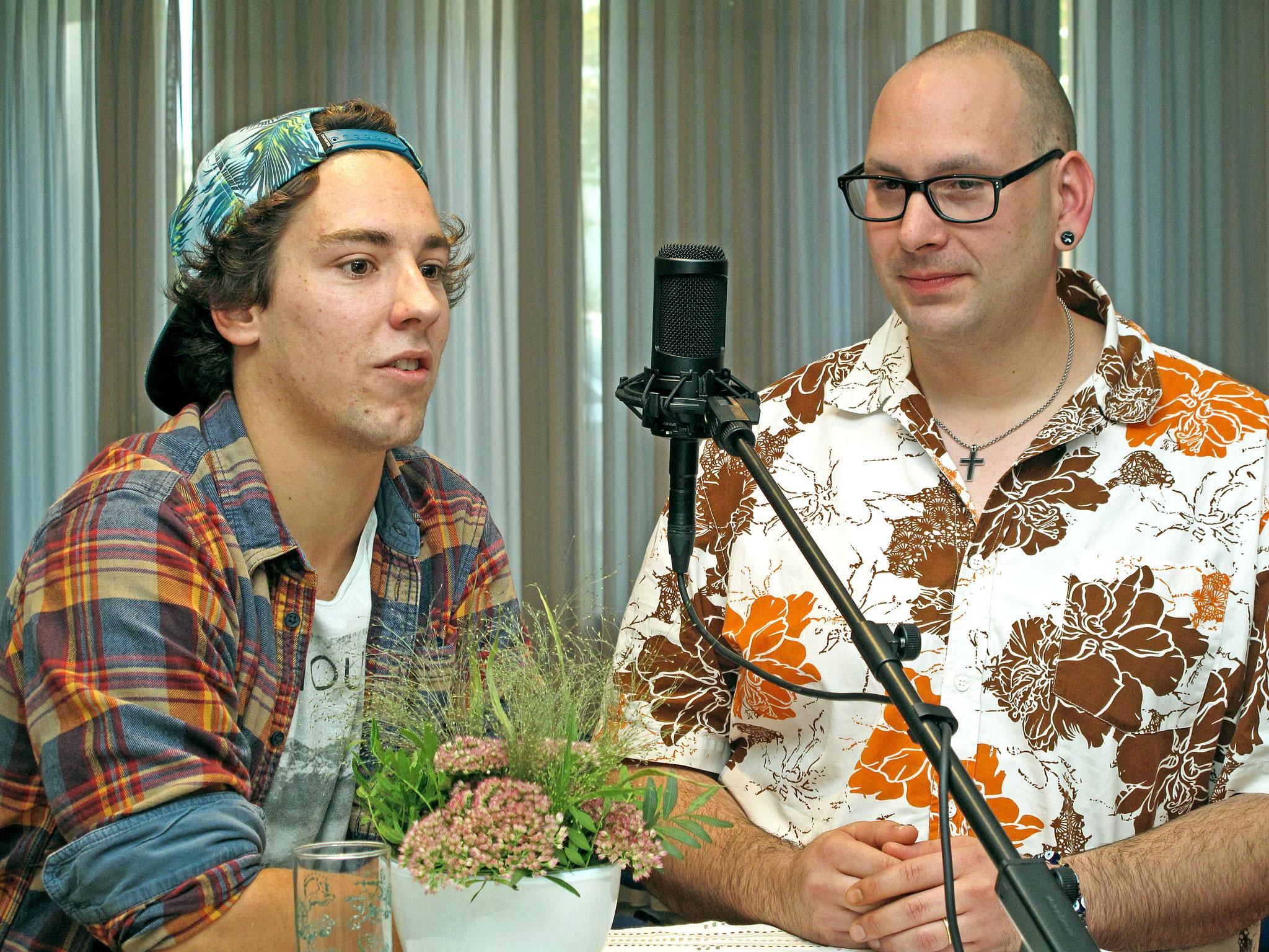 Simon Studerus vom EHC Thun und Andreas Grauwiler vom Schweizer Hockey Radio