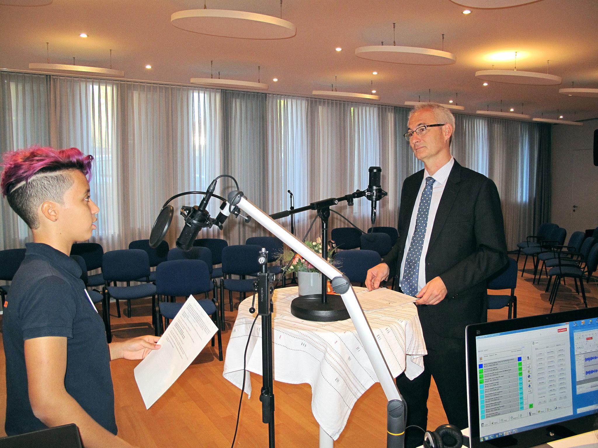 Bernhard Pulver im Gespräch mit Belén
