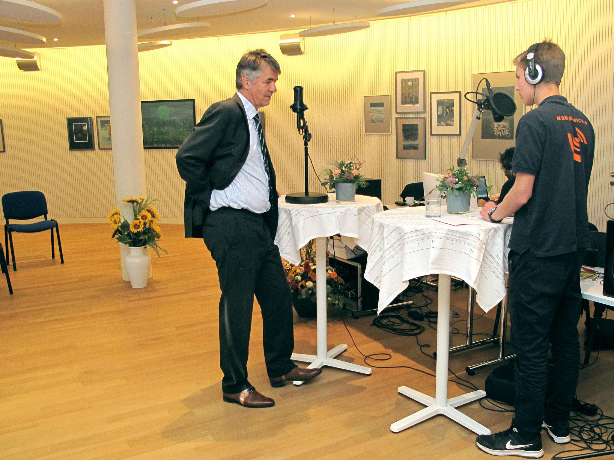 Stadtpräsident Alec von Graffenried im Gespräch mit Moderator Dominic