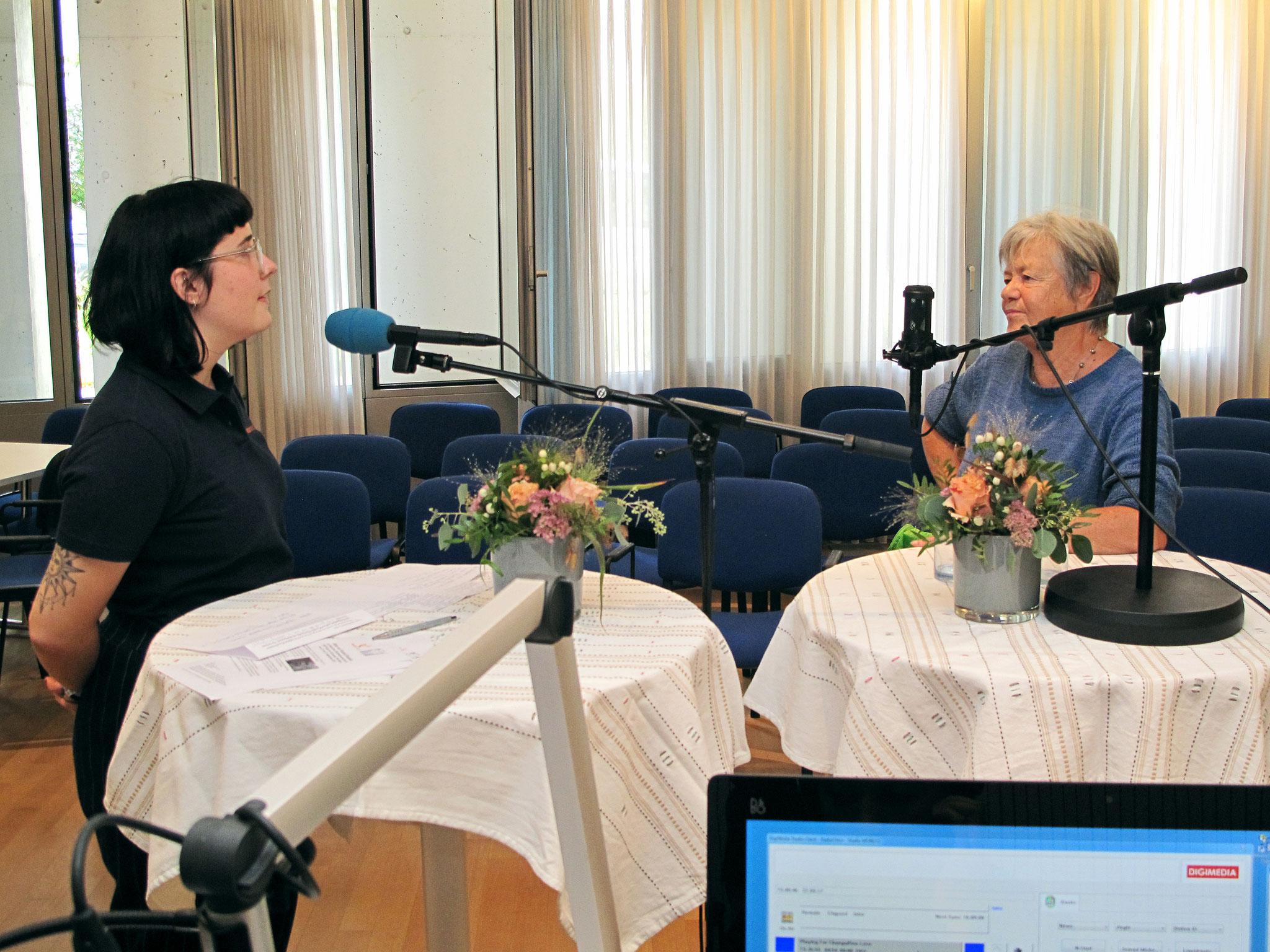 Katherina Merz erzählt Friedensgeschichten. Moderation: Céline