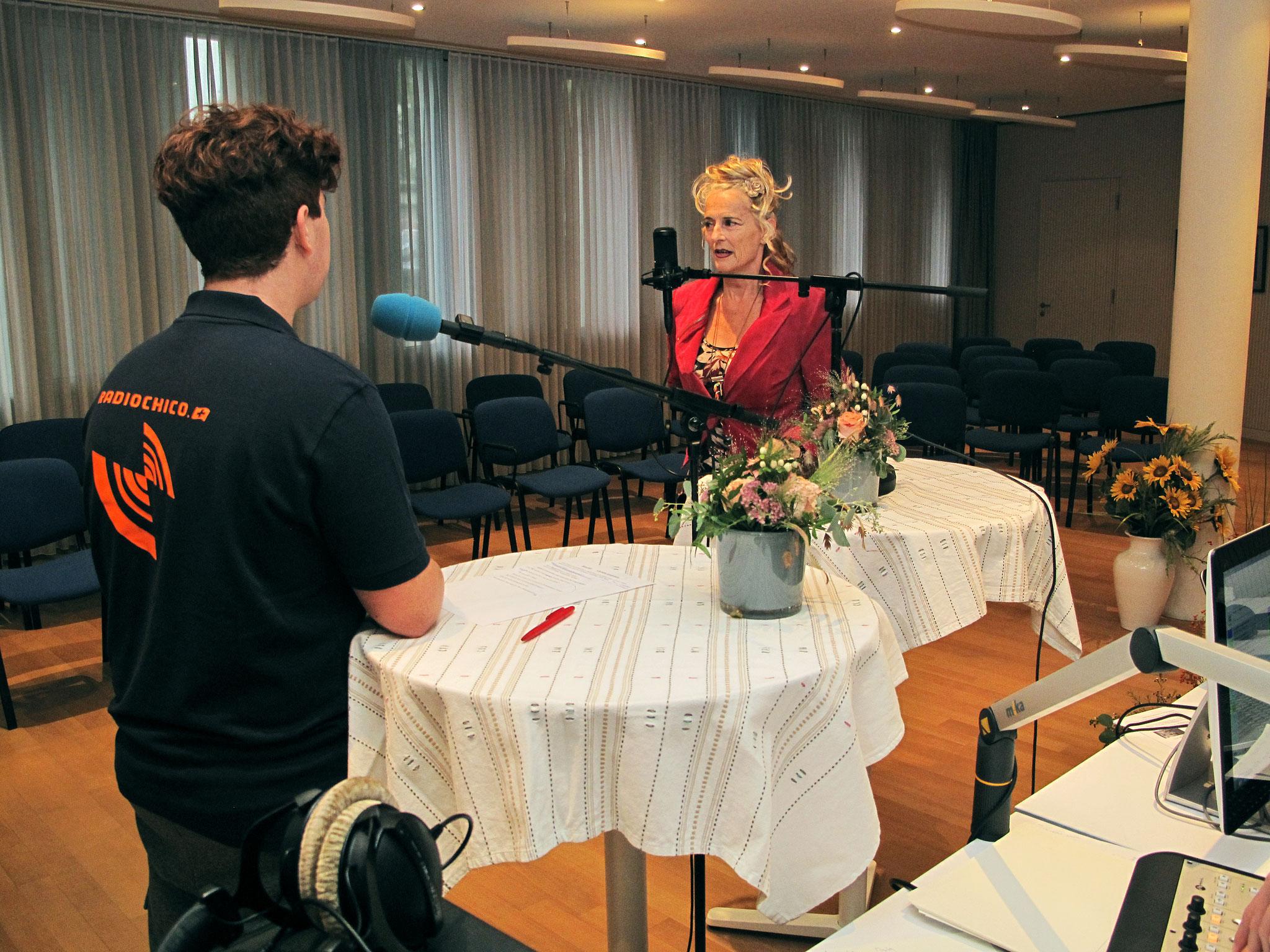 Christine Lauterburg Sängerin im Gespräch mit Moderator Lorenzo