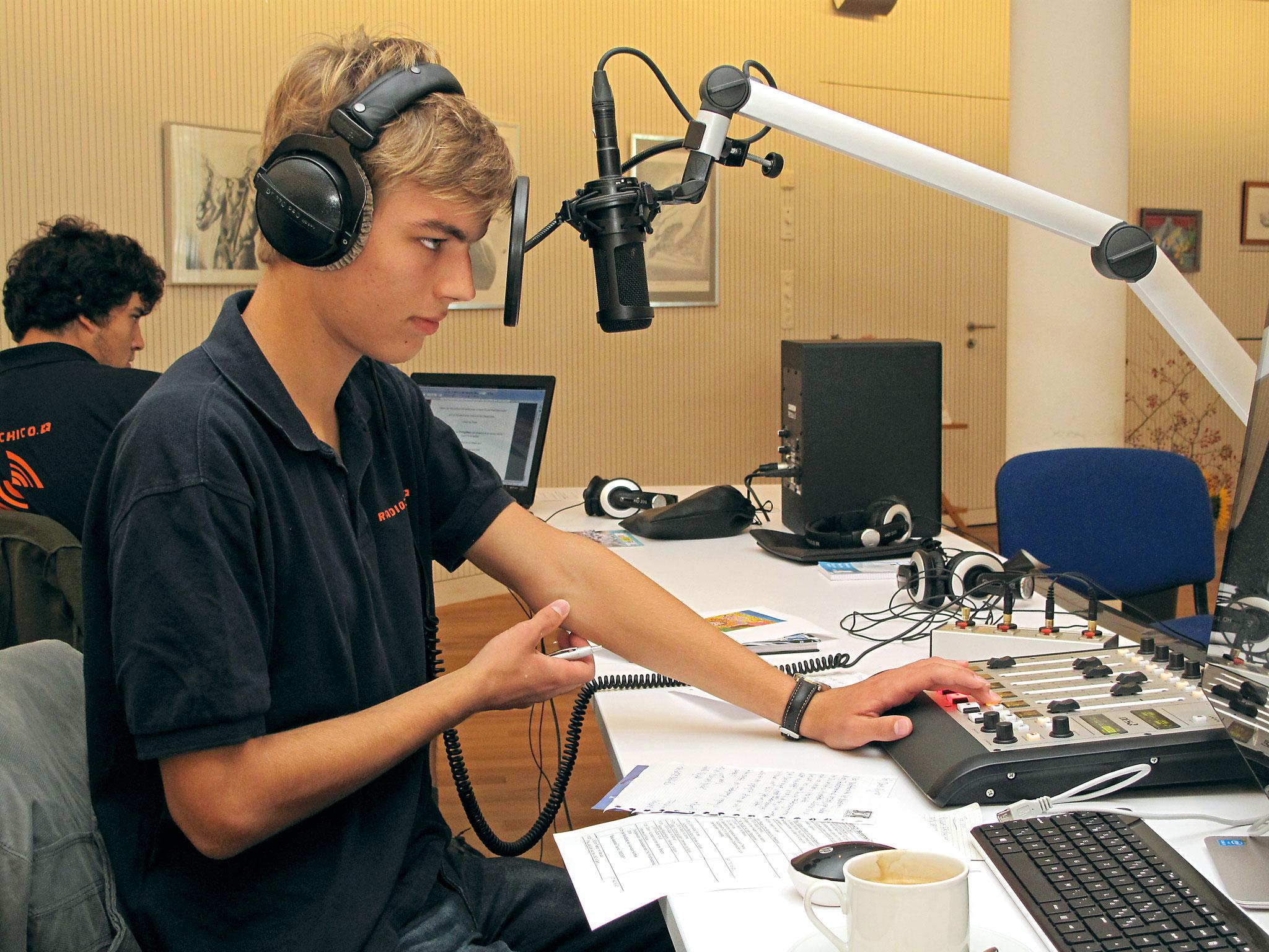 Dominic am Mikrofon