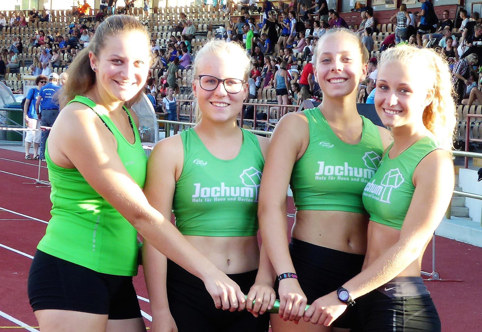 Feiern BM-Teilnahme: Julia, Leonie, Chiara und Katrin