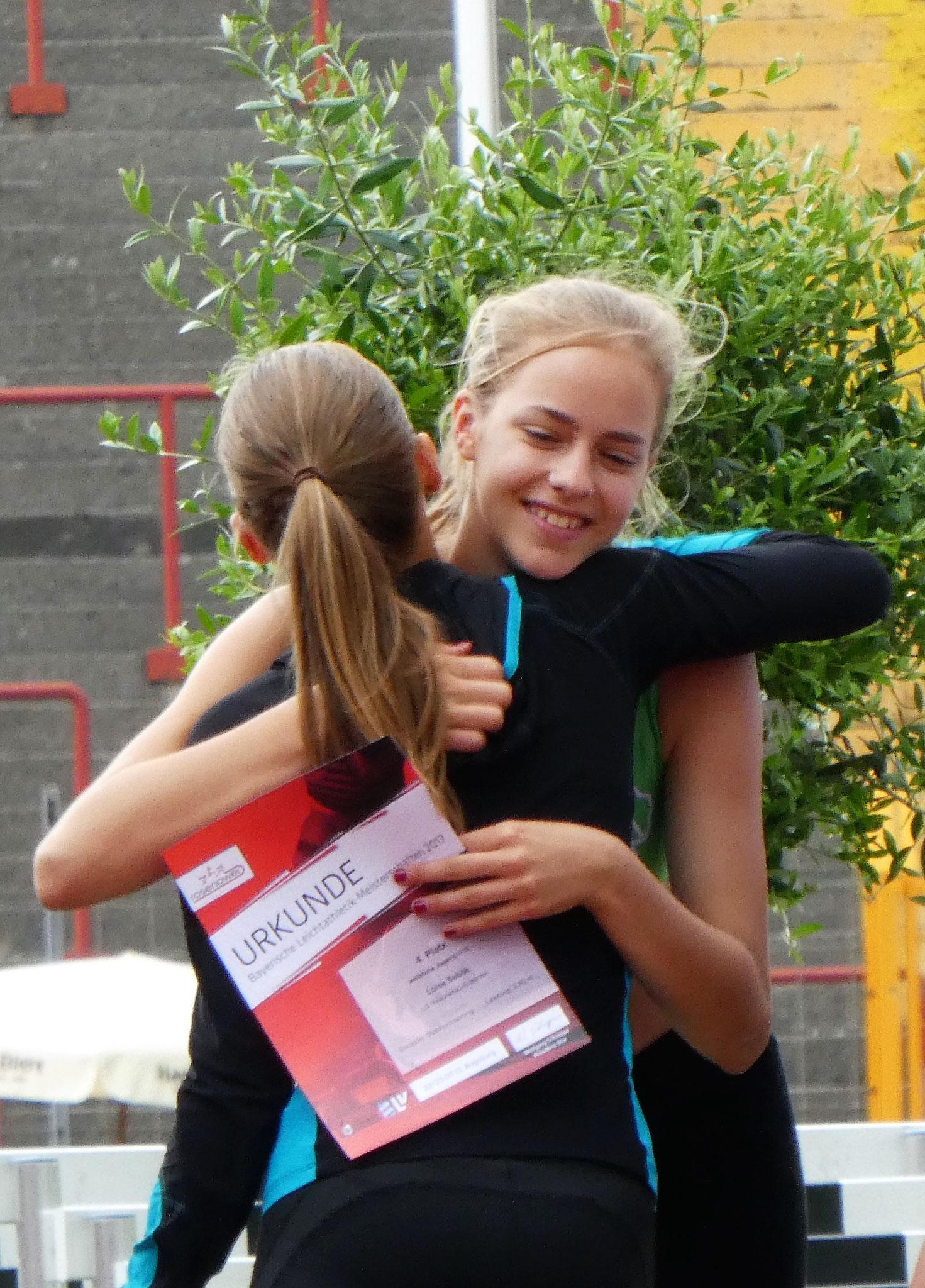 Luise freut sich über Platz 4 im Stabhoch