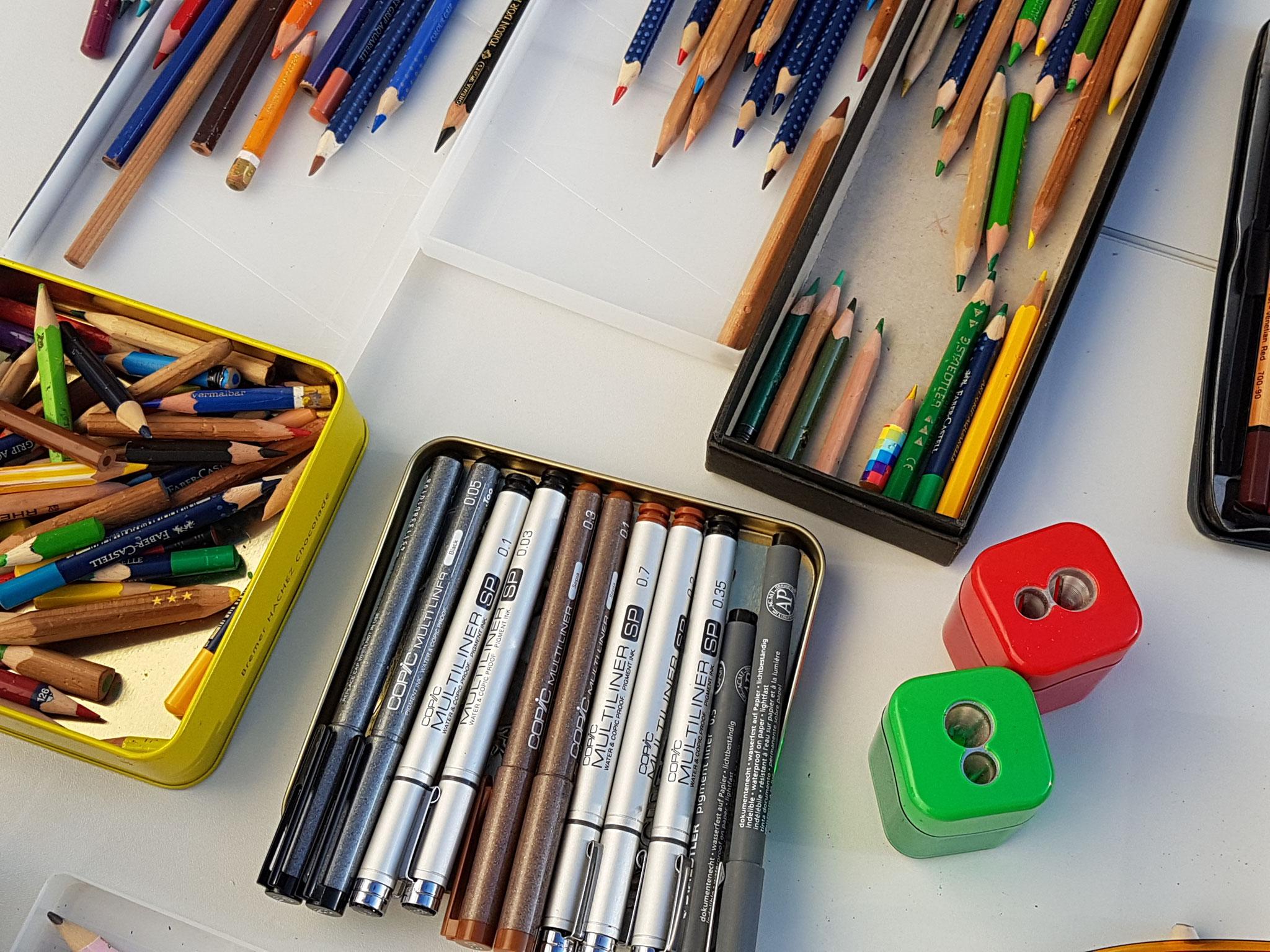 Stifte - schwarz und bunt