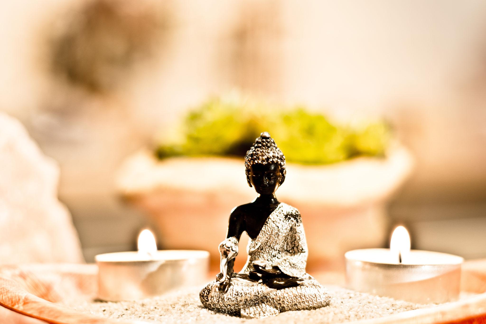 Glücksbuddha in Geschenktüte