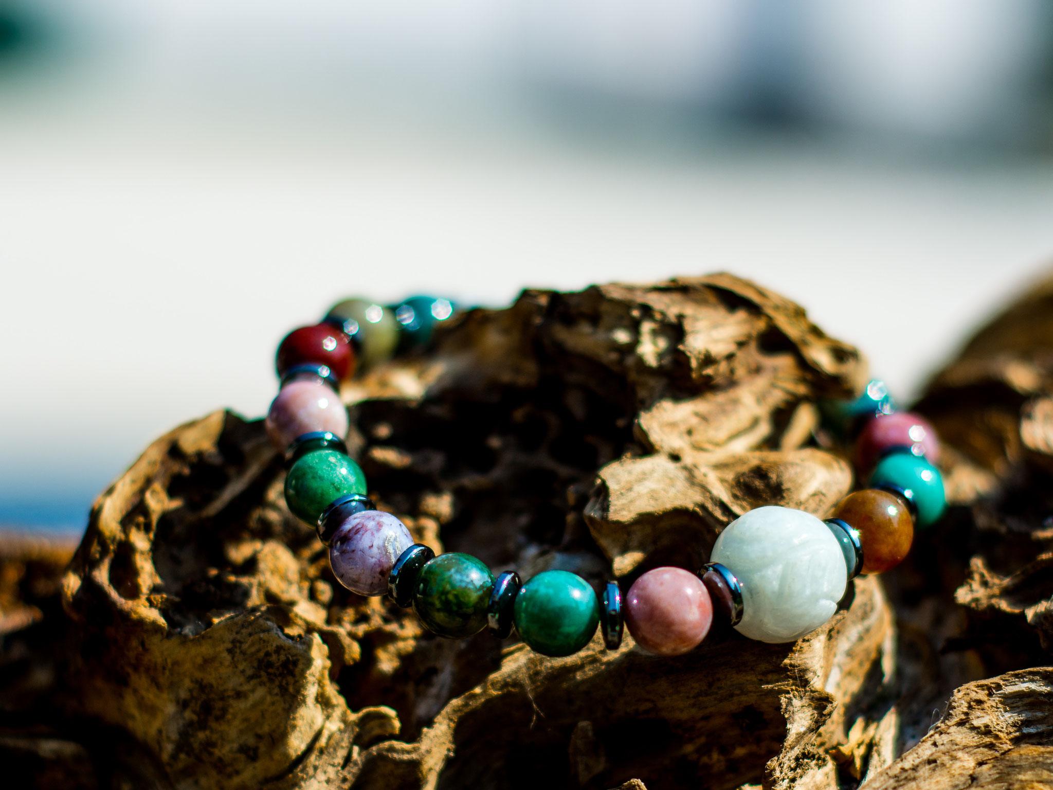 Edelsteinarmband mit Jadekugel, Jaspi und Hämatit