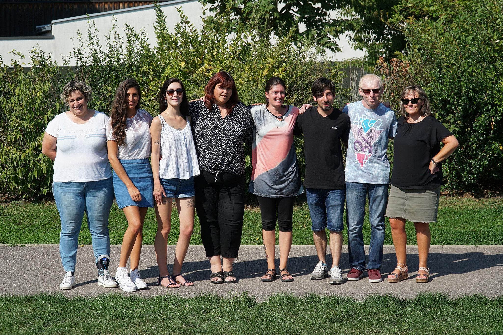 Volmerange composée de Corinne, Laura, Lara, Myriam, Marie, Raynald, Cédric, Rachelle, Stéphane (absent sur la photo)