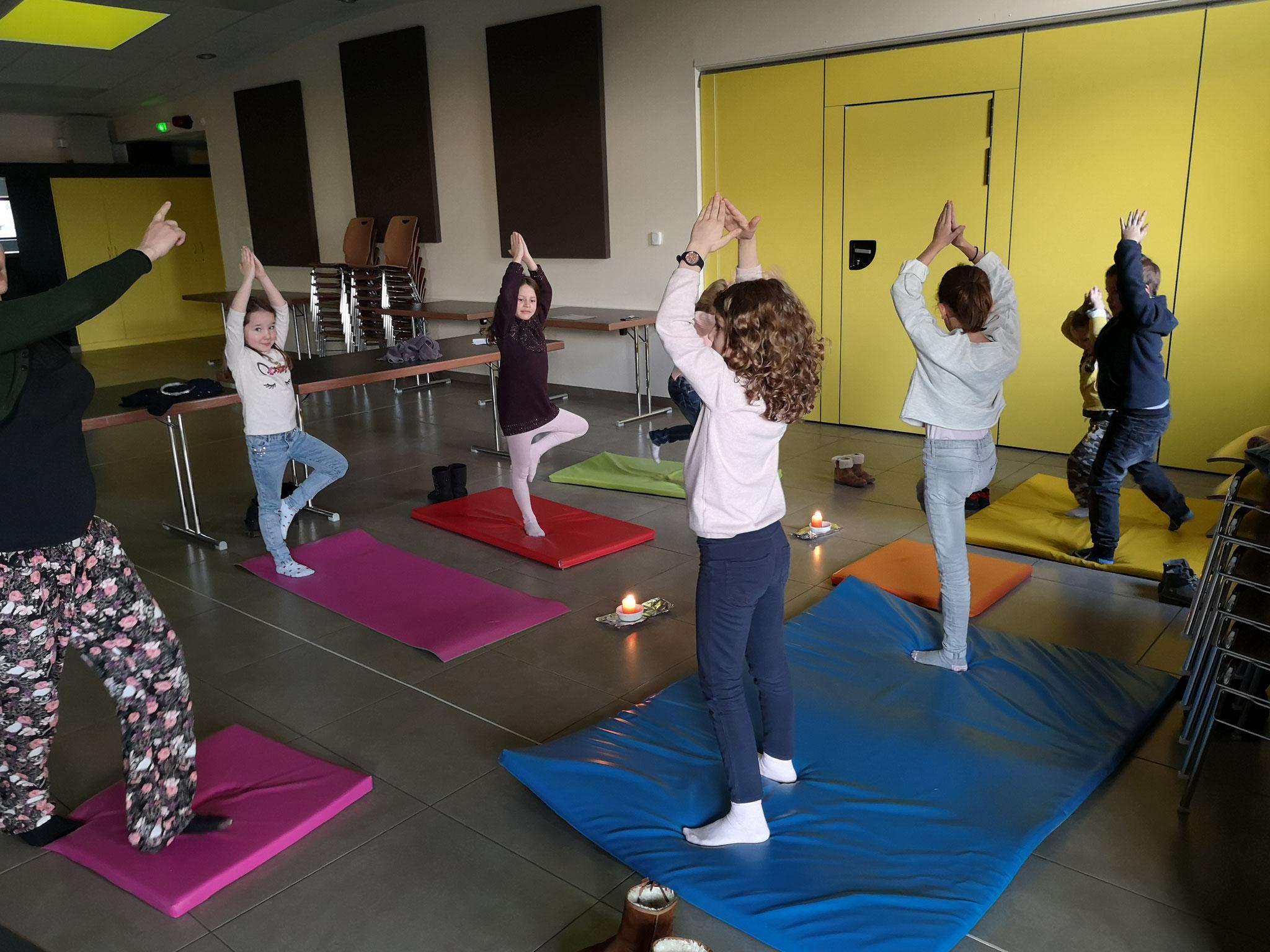 Séance de yoga le lundi après-midi avec les grands