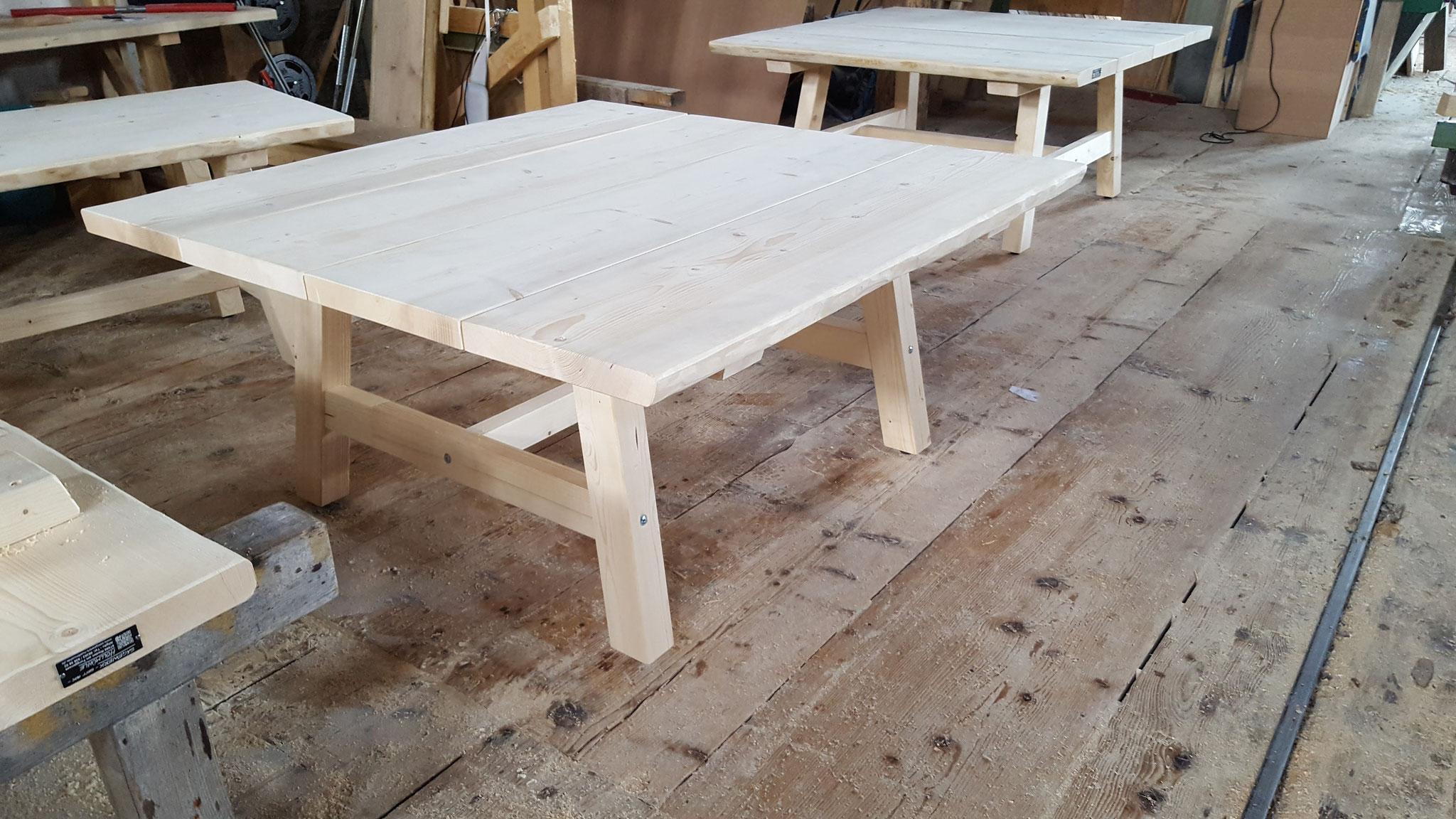 Beispiel: große Tische für ein Lokal