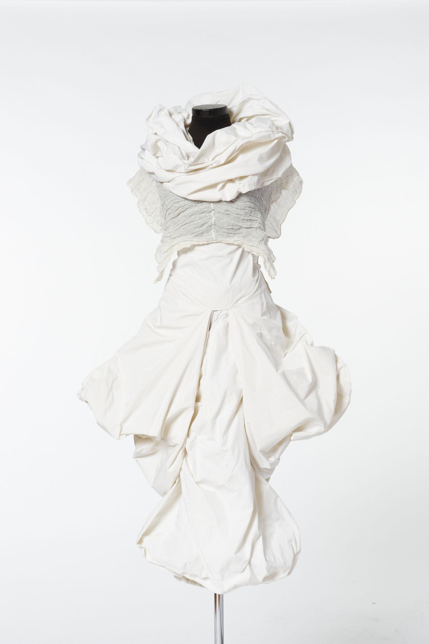4-teiliges Outfit: Zipfelrock, Mogler, Oberteil, Schal. Material: Mikrofaser/ Seide