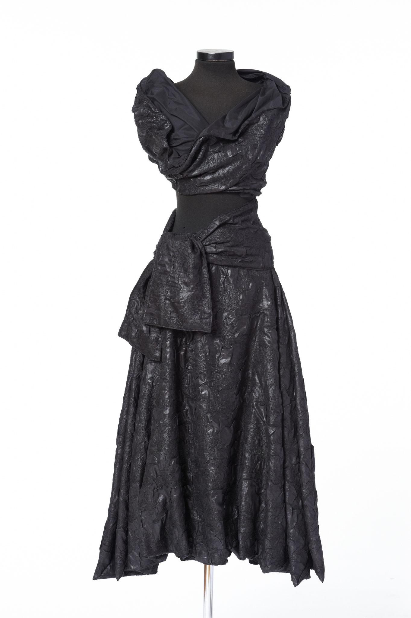 3-teiliges Outfit: Rock, Schärpe, Oberteil. Material: Baumwolle/ Viskose/ Mikrofaser