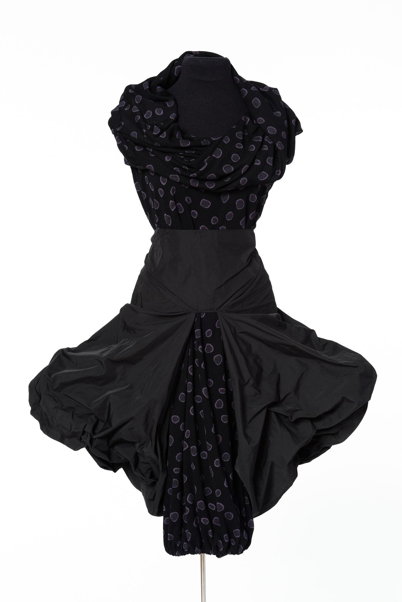 3-teiliges Outfit: Rock, Mogler, Schal. Material: Baumwolle/Elastan/ Mikrofaser