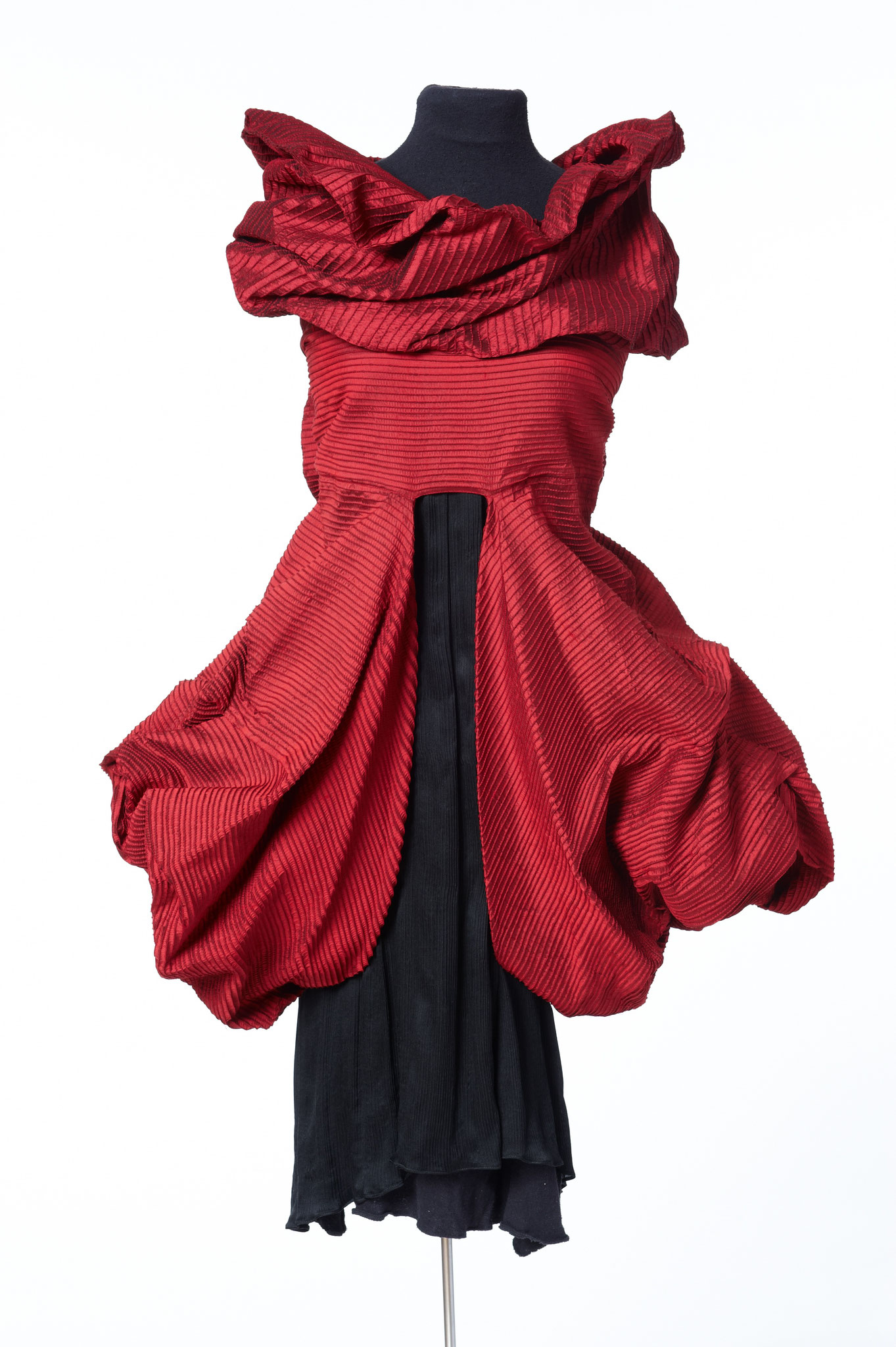 Mogler and scarf: Bochum Design Award 2010. material: 100% silk
