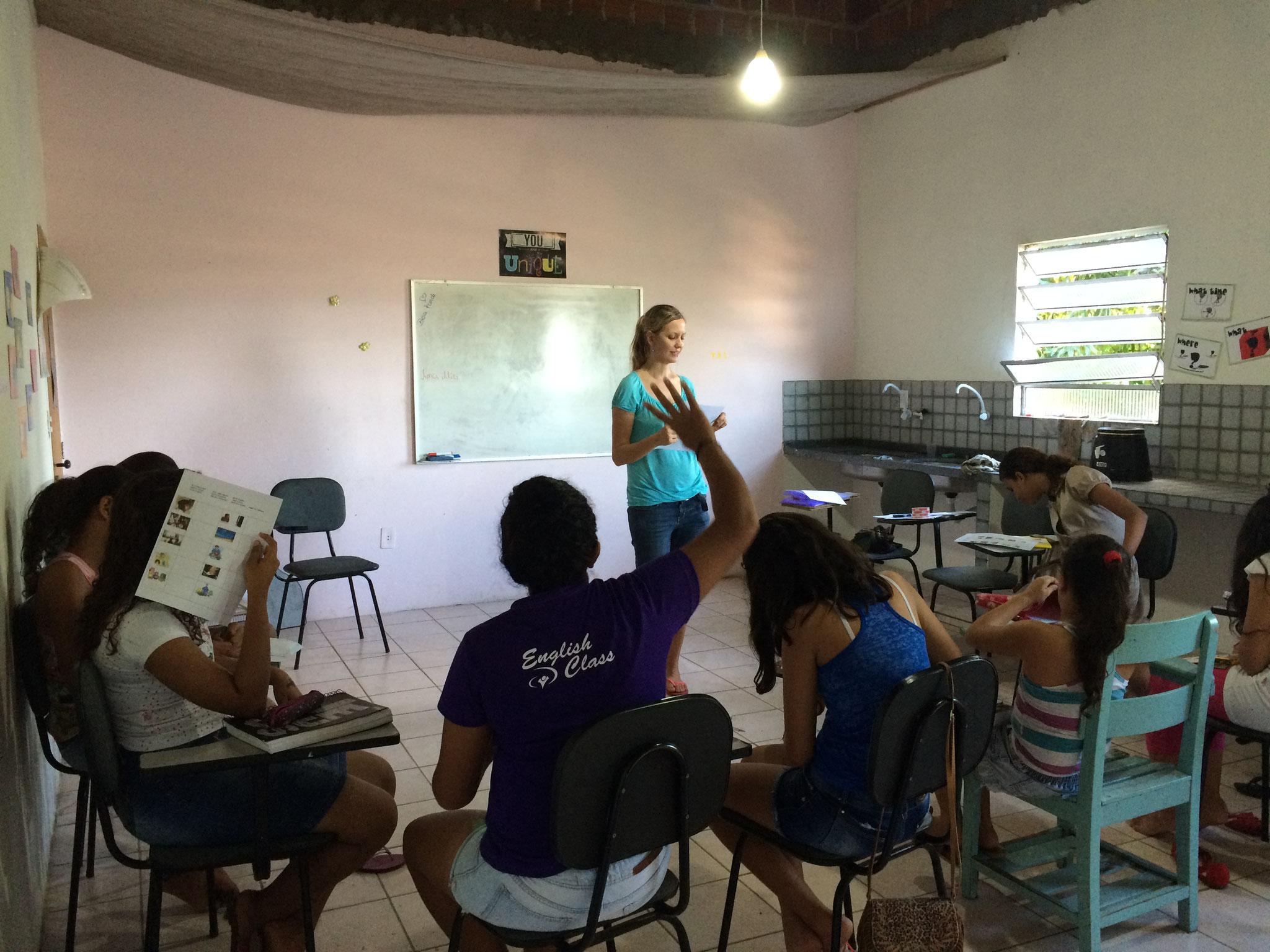 Projeto Amar: Englischunterricht mit Damaris... :-)