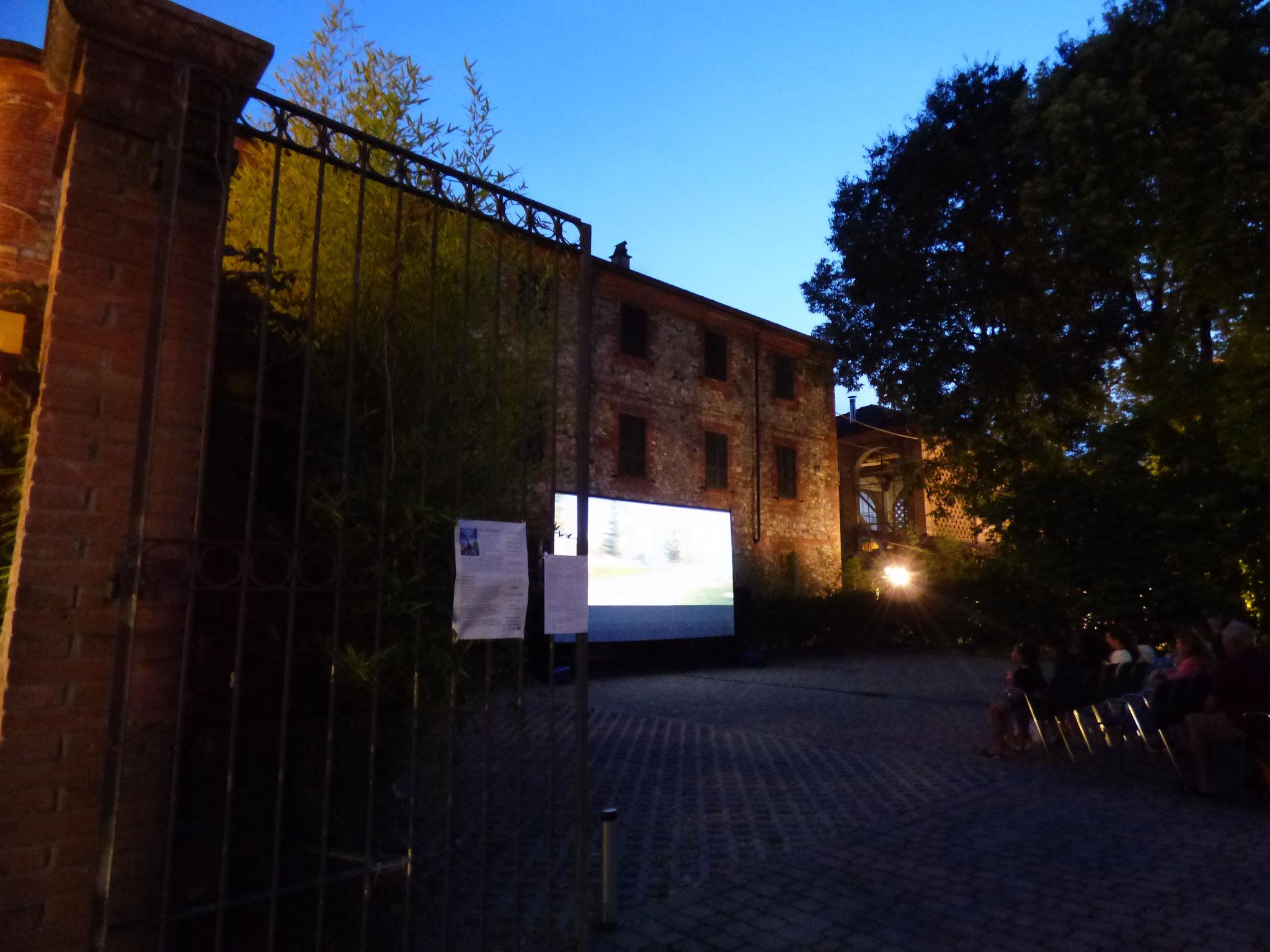 Rivergaro: Cinema Sotto Le Stelle 2019     Luglio, giovedì 18 : MIKE SULLA LUNA dalle ore 21:30  giardino di Via Don Veneziani, 64 - Rivergaro (PC) di fronte alla Casa del Popolo