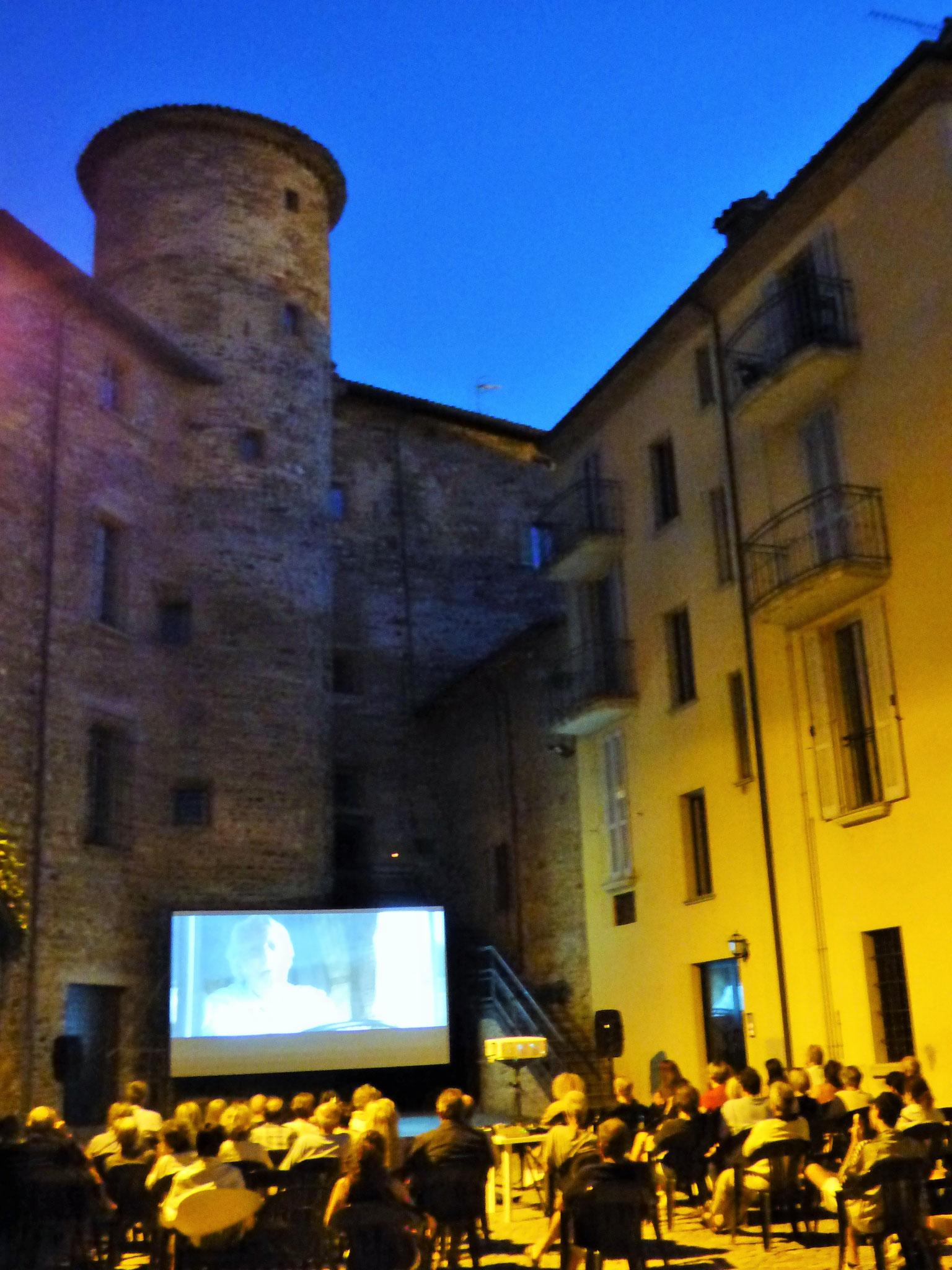 Travo: Piazzetta borgo antico 23 luglio Ella & John