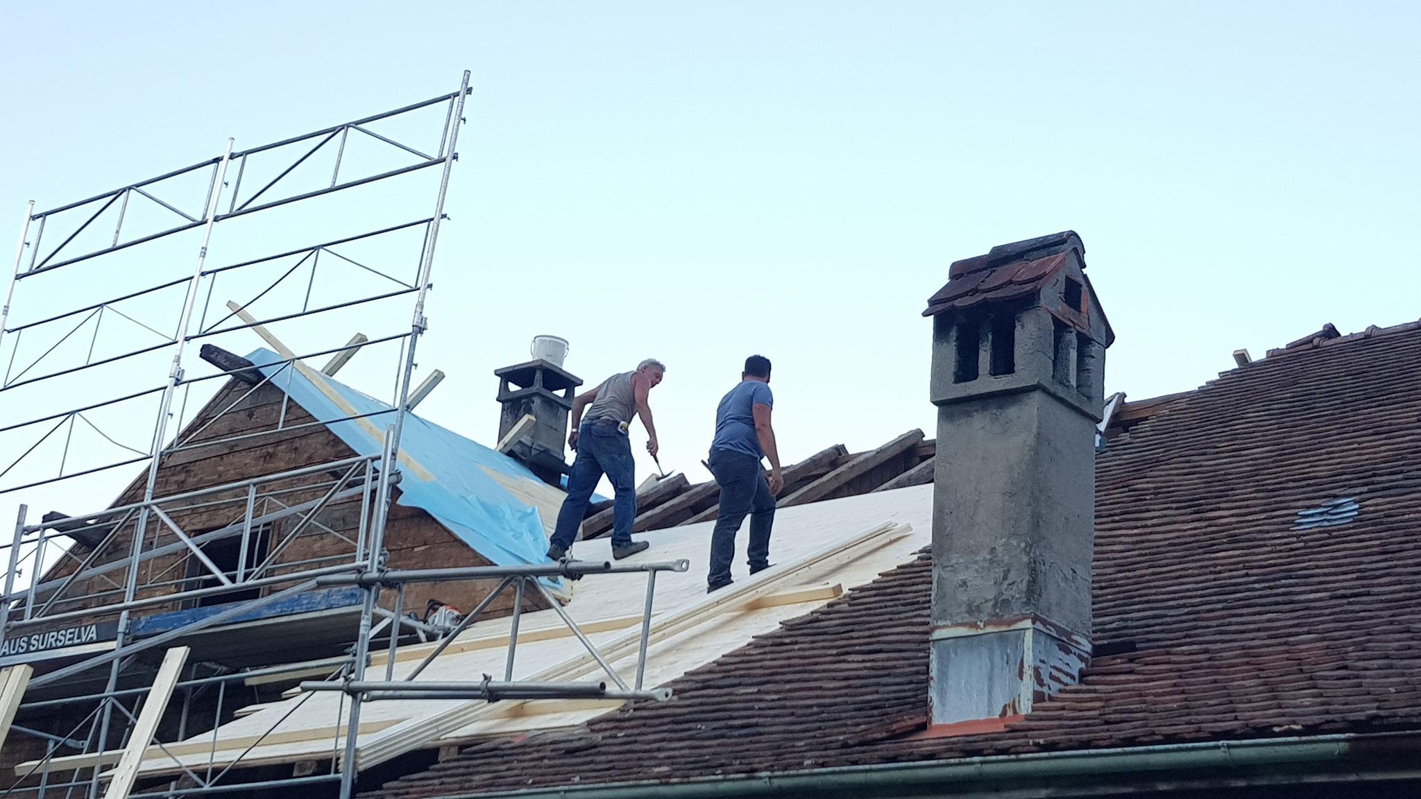 Dach isolieren und neu decken Sevelen