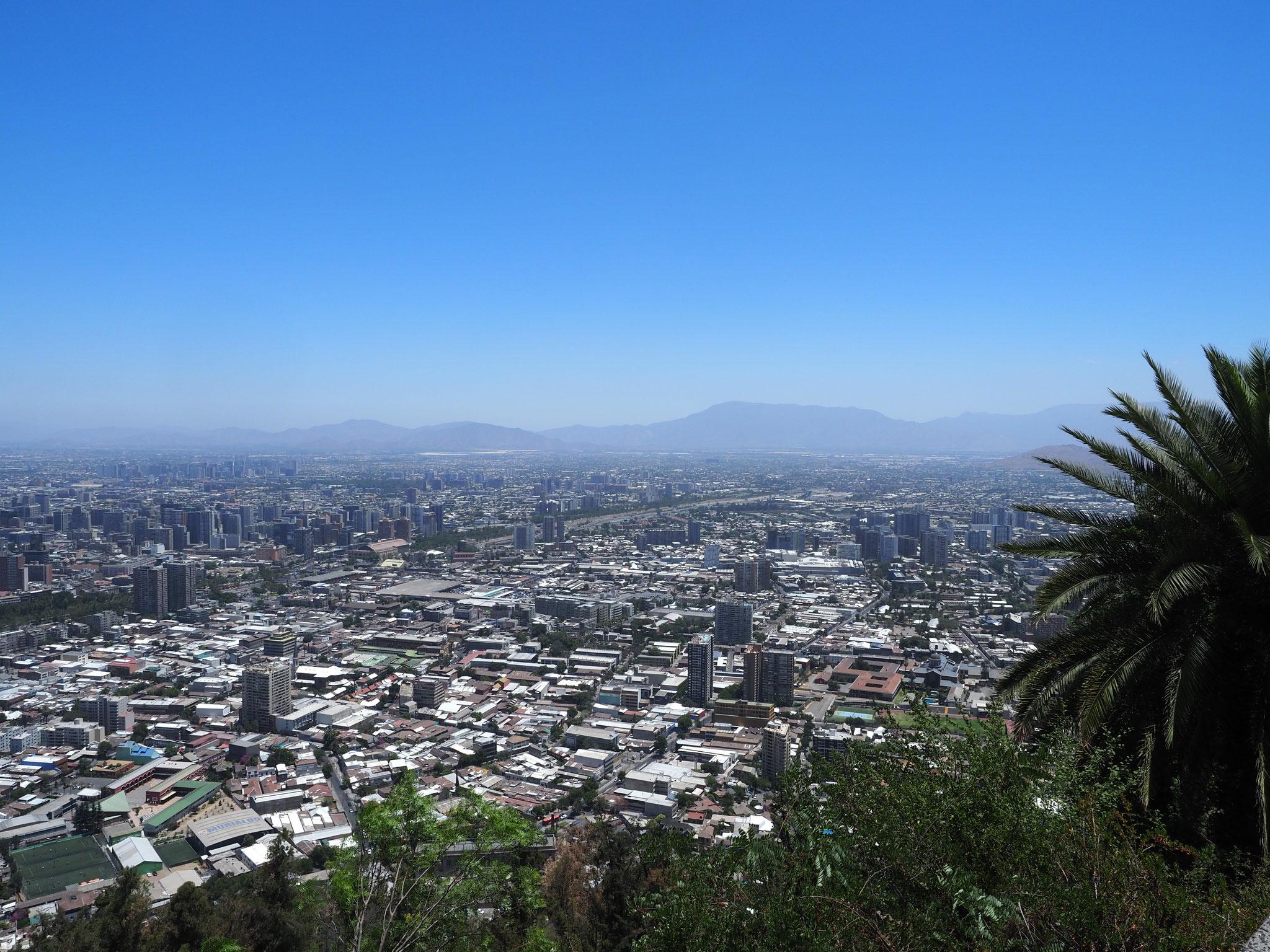 Blick vom Cerro San Cristobal auf die Stadt