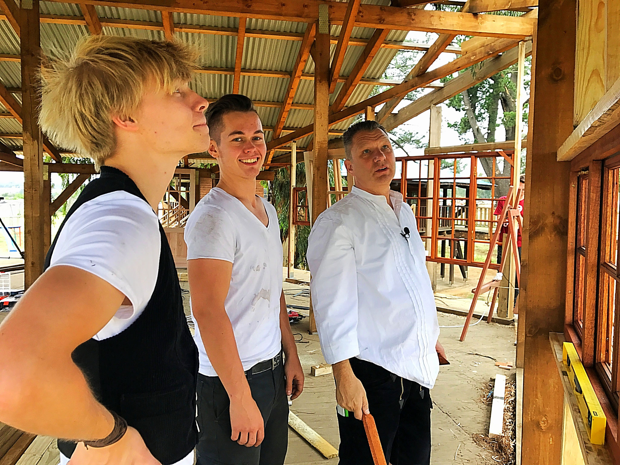 Herr Zimmermann mit den Azubis Dennis und Jan.