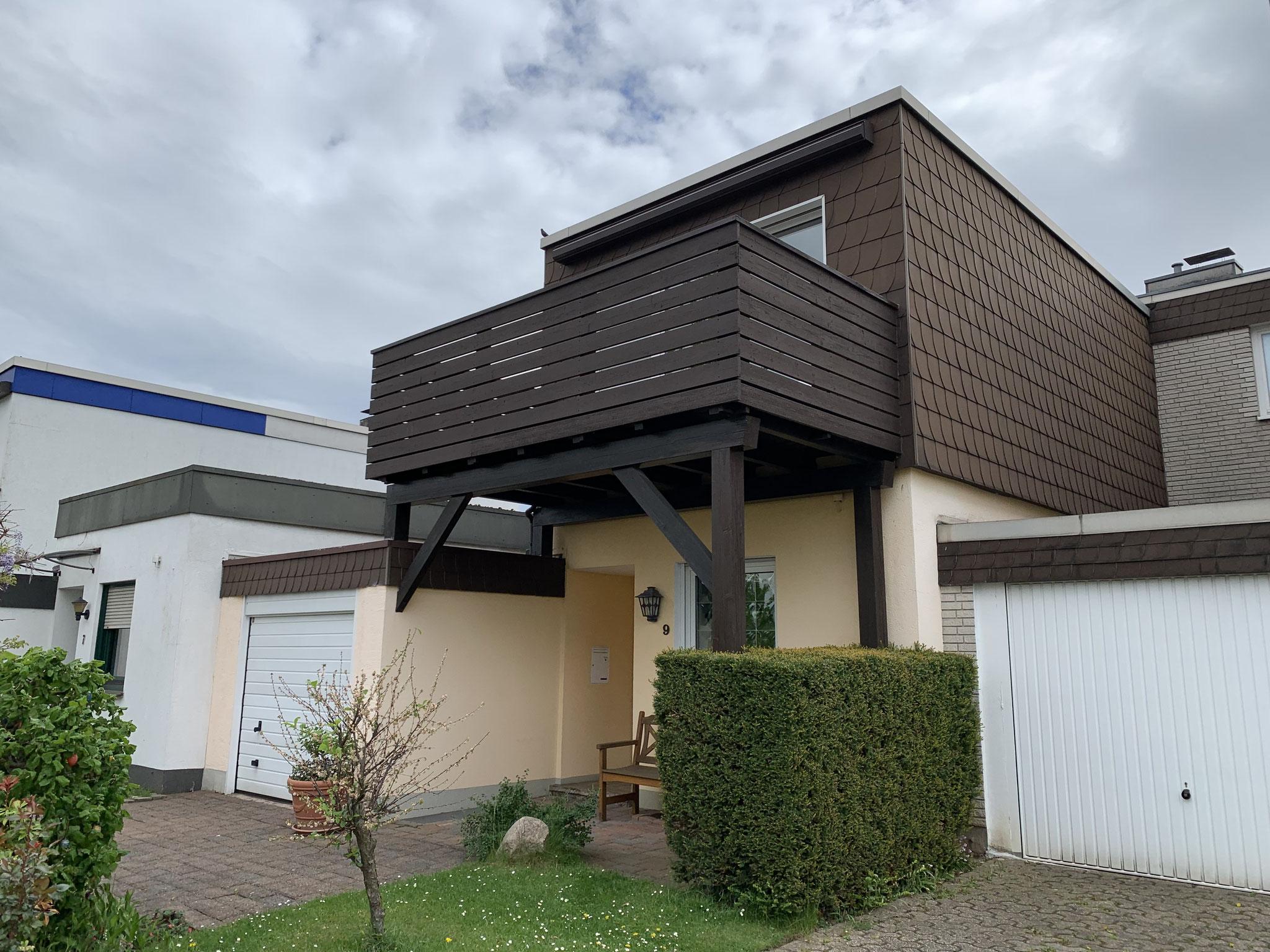 Kombination oben und unten - Balkon und Vordach in einem!