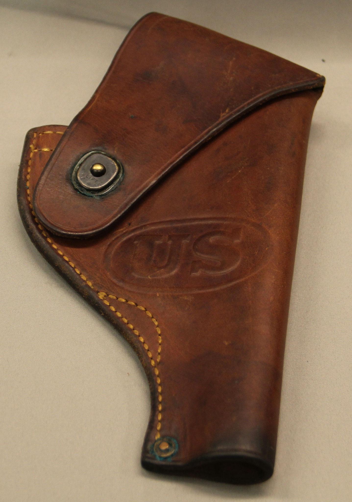 Rock Island Arsenal holster voor een S&W revolver, uit WW II, herkeurd met opslagstempel uit 1955. € 100,-