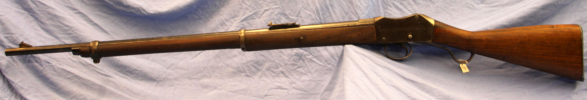 "Enfield Martini Henry, ""converted by C.G. Bonehill of Birmingham for the society of miniature rifle clubs"". € 450,-"