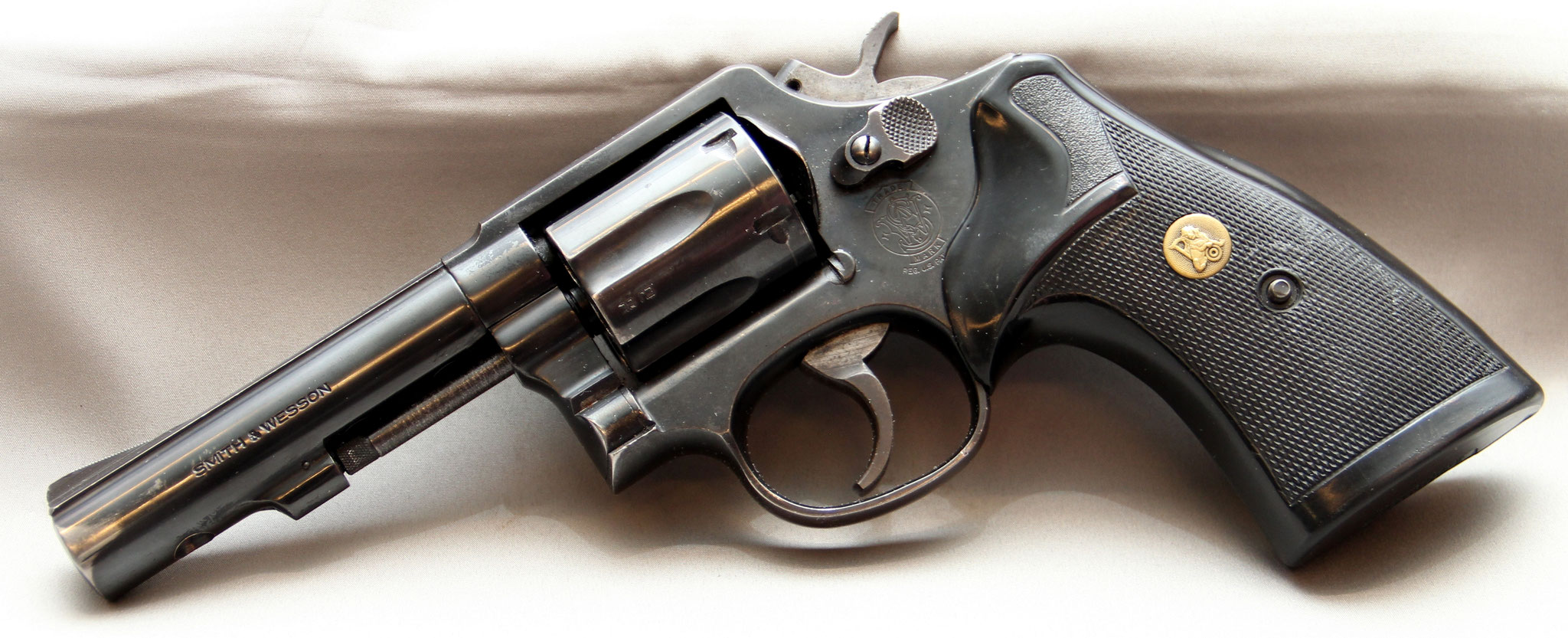 Smith & Wesson 13-3, police. Cert. no. 15  € 450,-