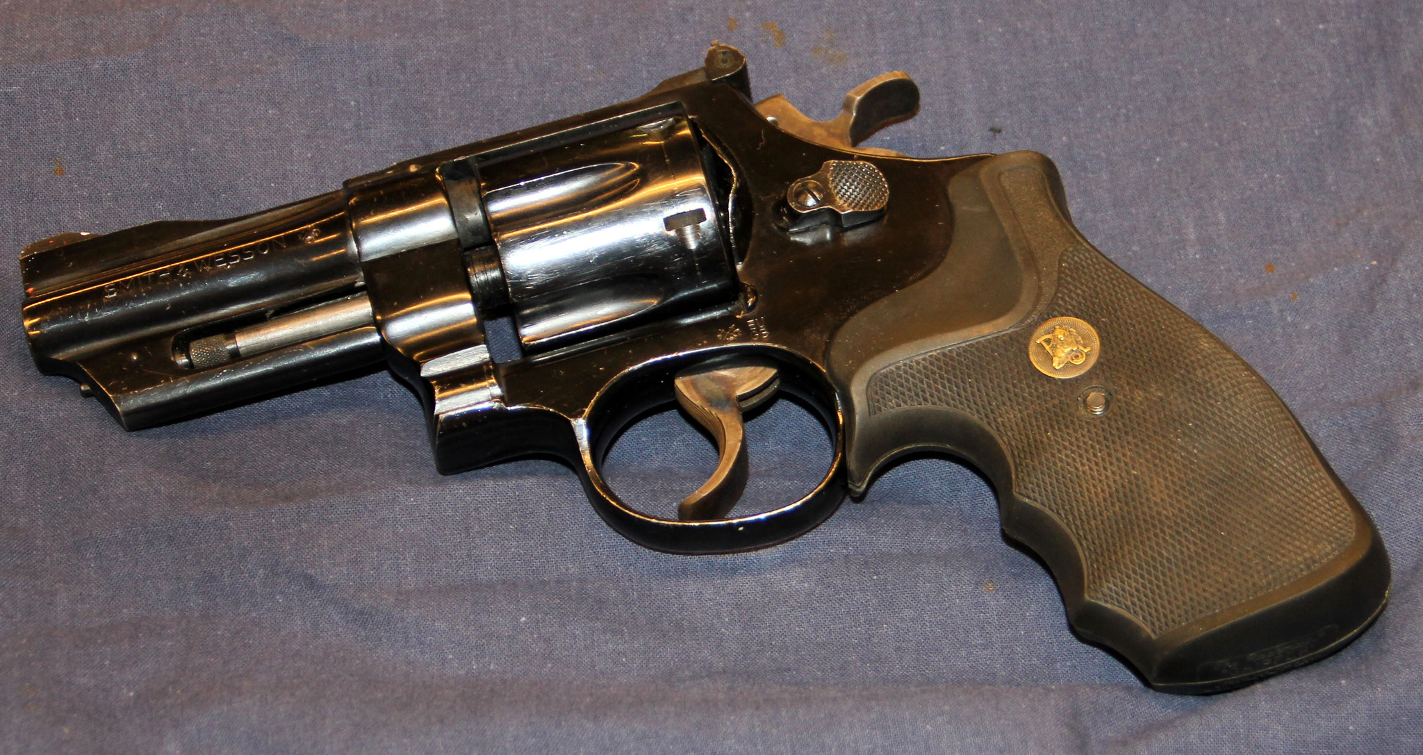 Smith & Wesson model 27-2. Cert.no. 122 € 550,-