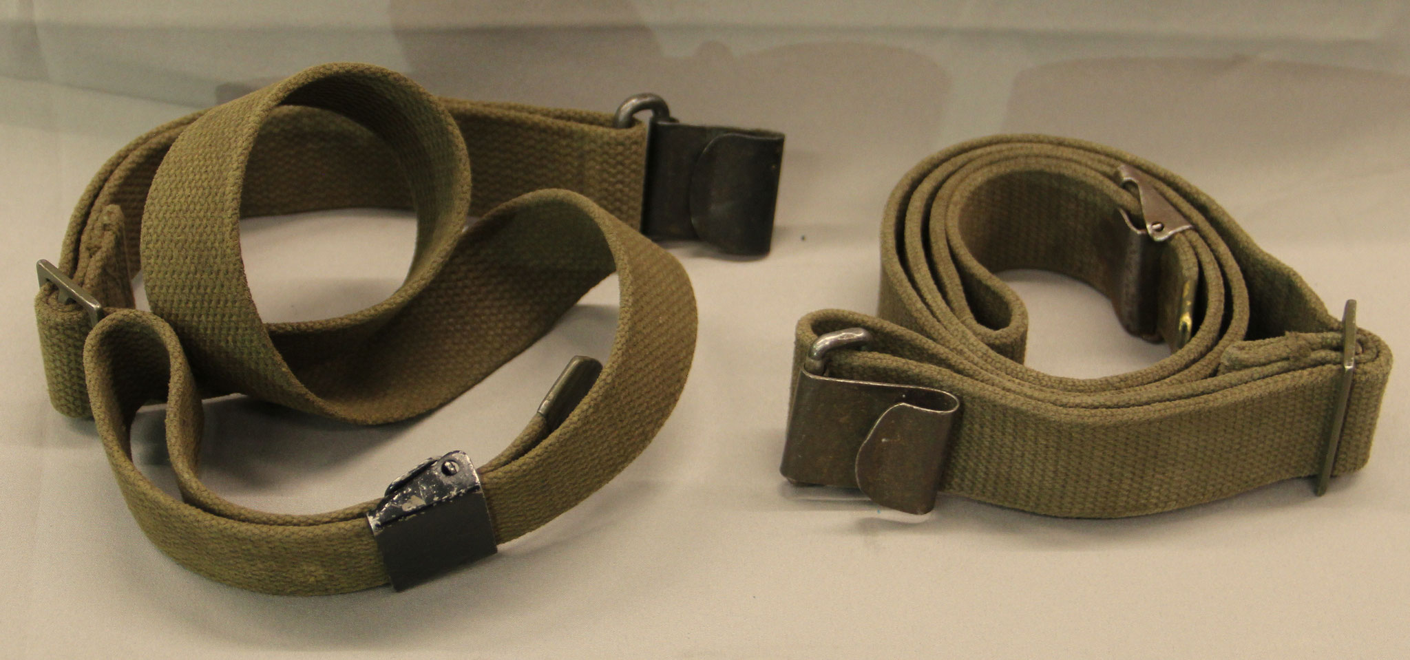 Originele WW II  Garand webslings. € 25,-