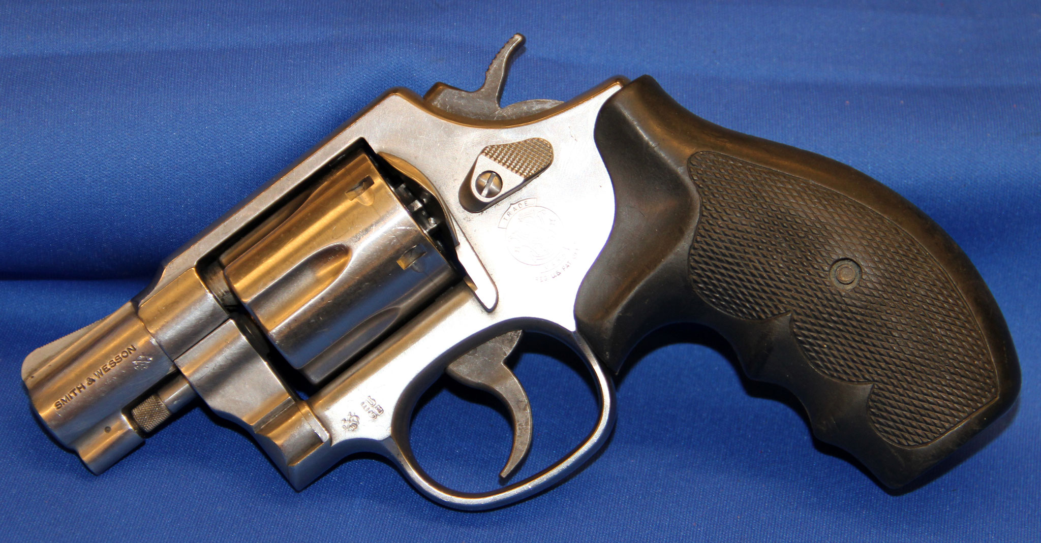 Smith & Wesson model 64-6. Cert. no 83 € 525,-