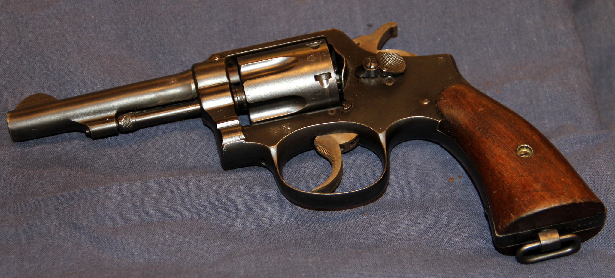 Smith & Wesson. Cert.no. 108 € 575,-