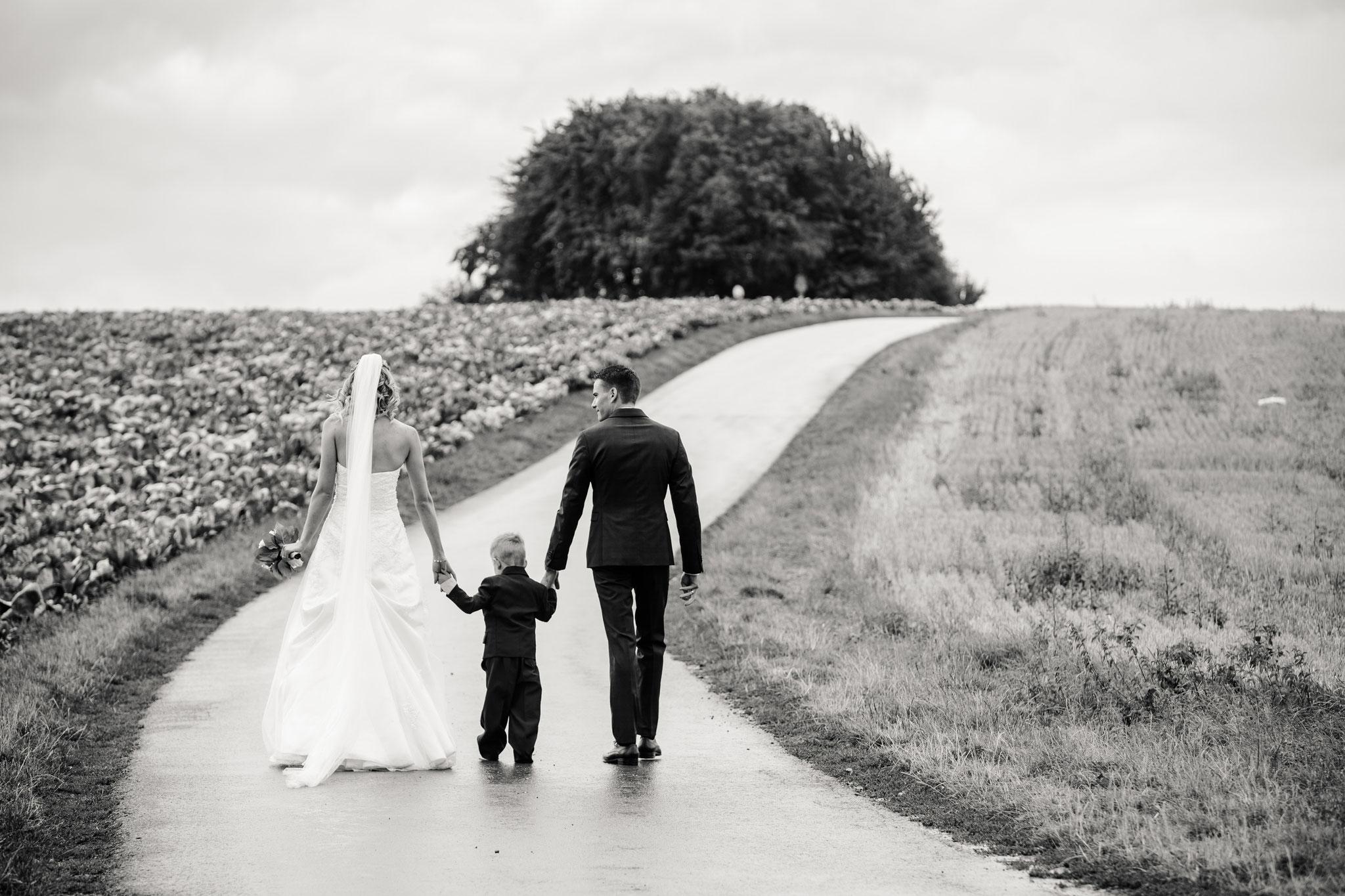 Hochzeitsfotos mit kleinem Kind - Hausen bei Würzburg
