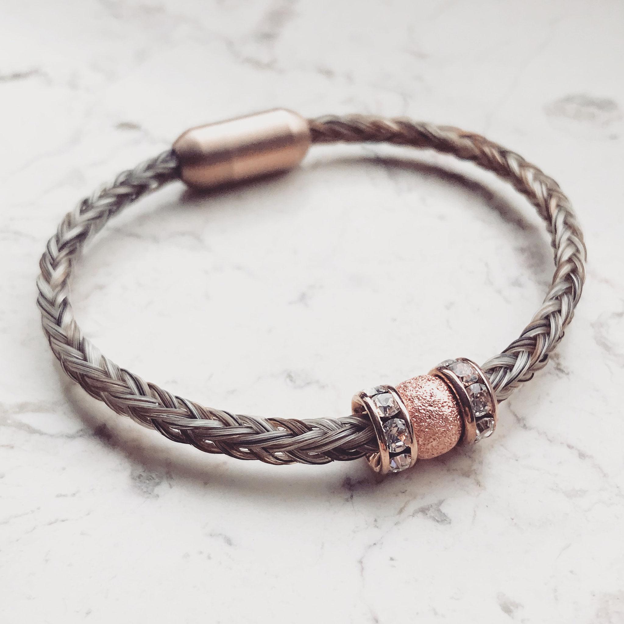 Armband, 8-fach eckig geflochten mit Edelstahl Magnetverschluss und rosé Perlen.