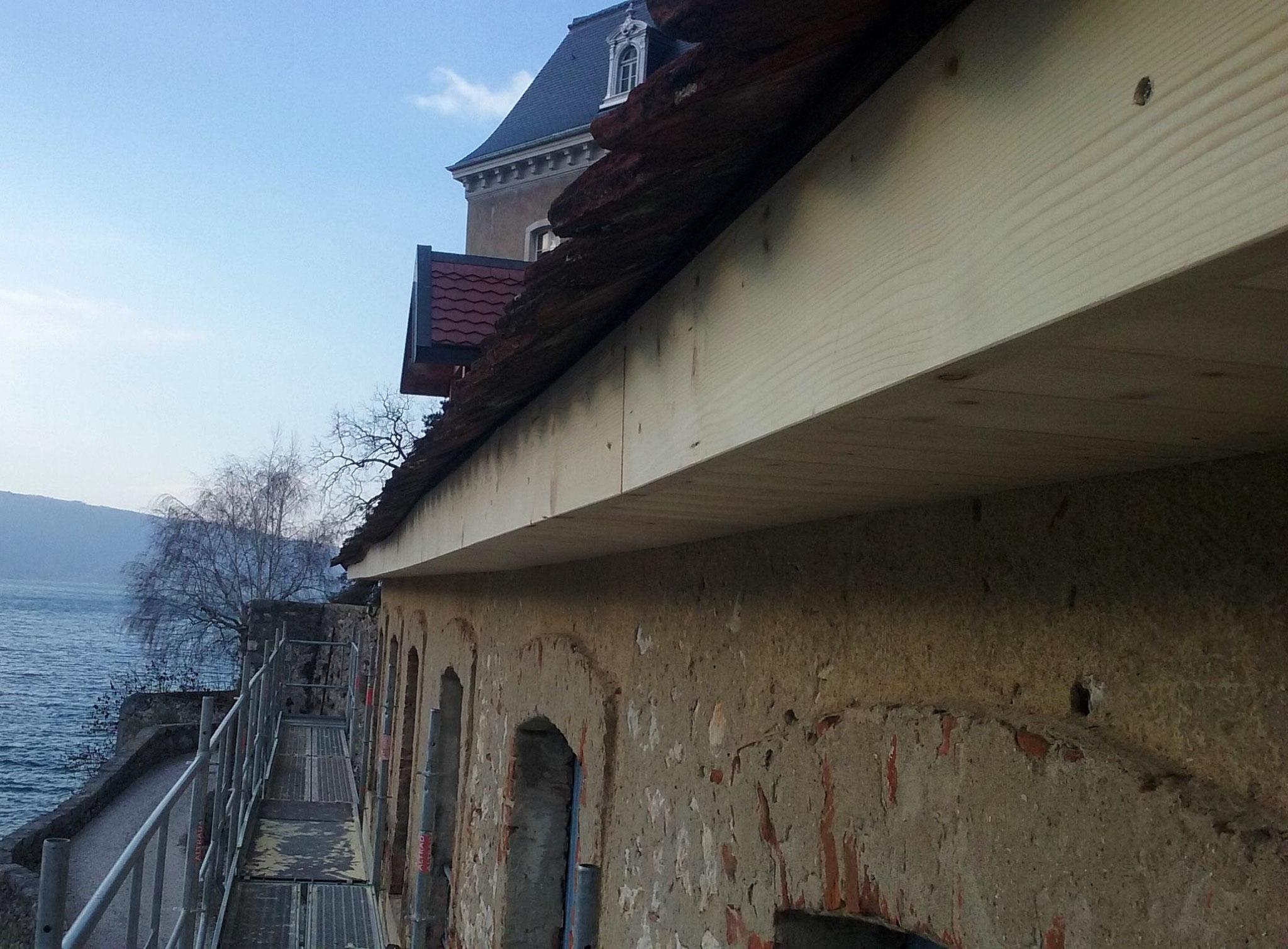 Lambris d'avant toit au château de Duingt (74)
