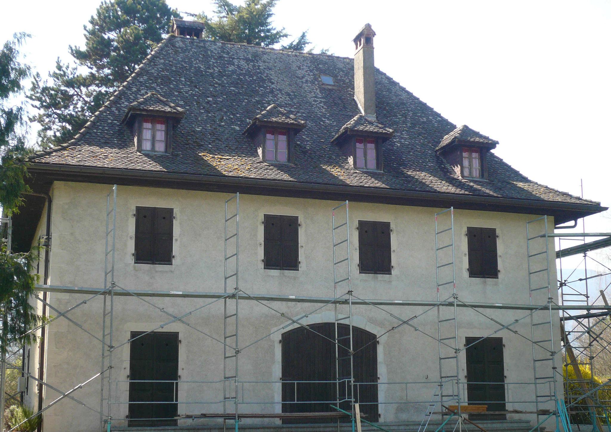 Couverture tuiles écailles à Duingt (74) Avant